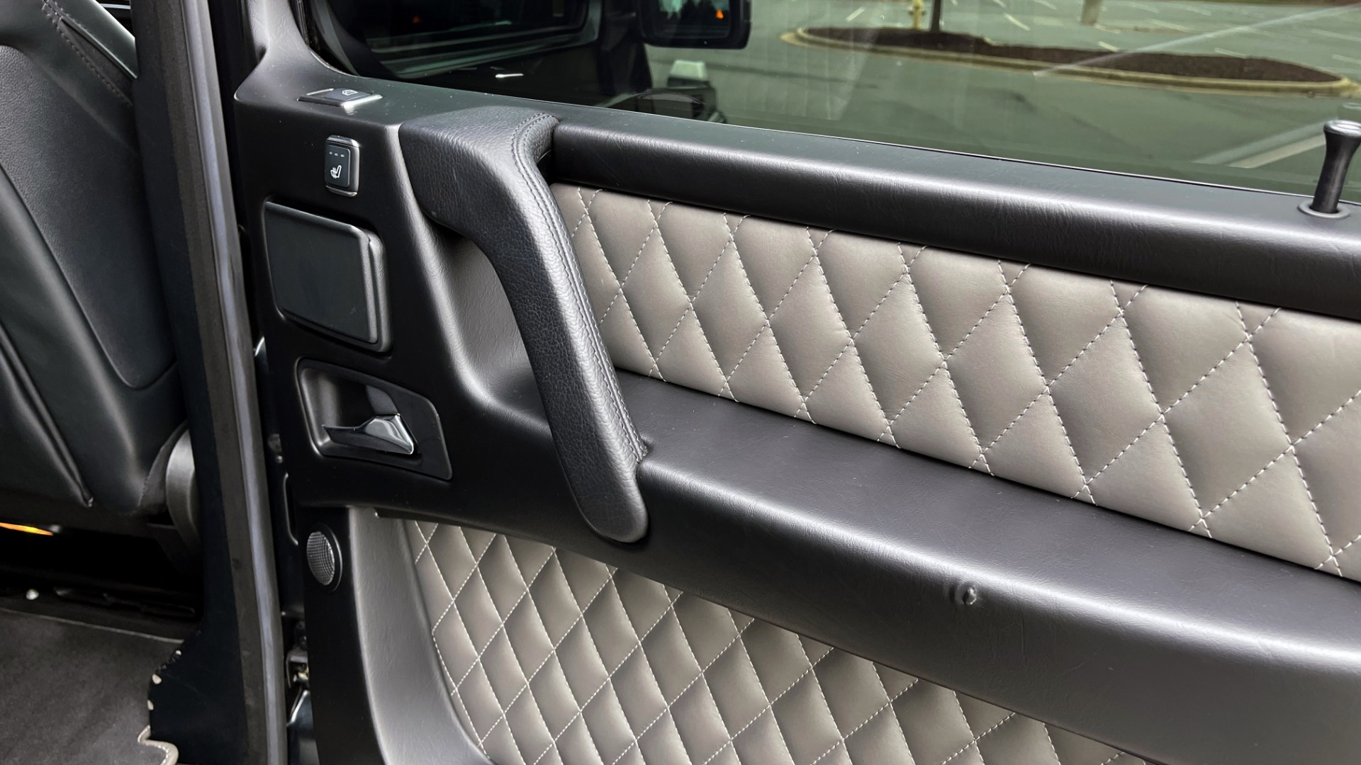 Used 2017 Mercedes-Benz G-CLASS AMG G 63 / DESIGNO PKG / NAV / SUNROOF / H/K SND / REARVIEW for sale $124,999 at Formula Imports in Charlotte NC 28227 47