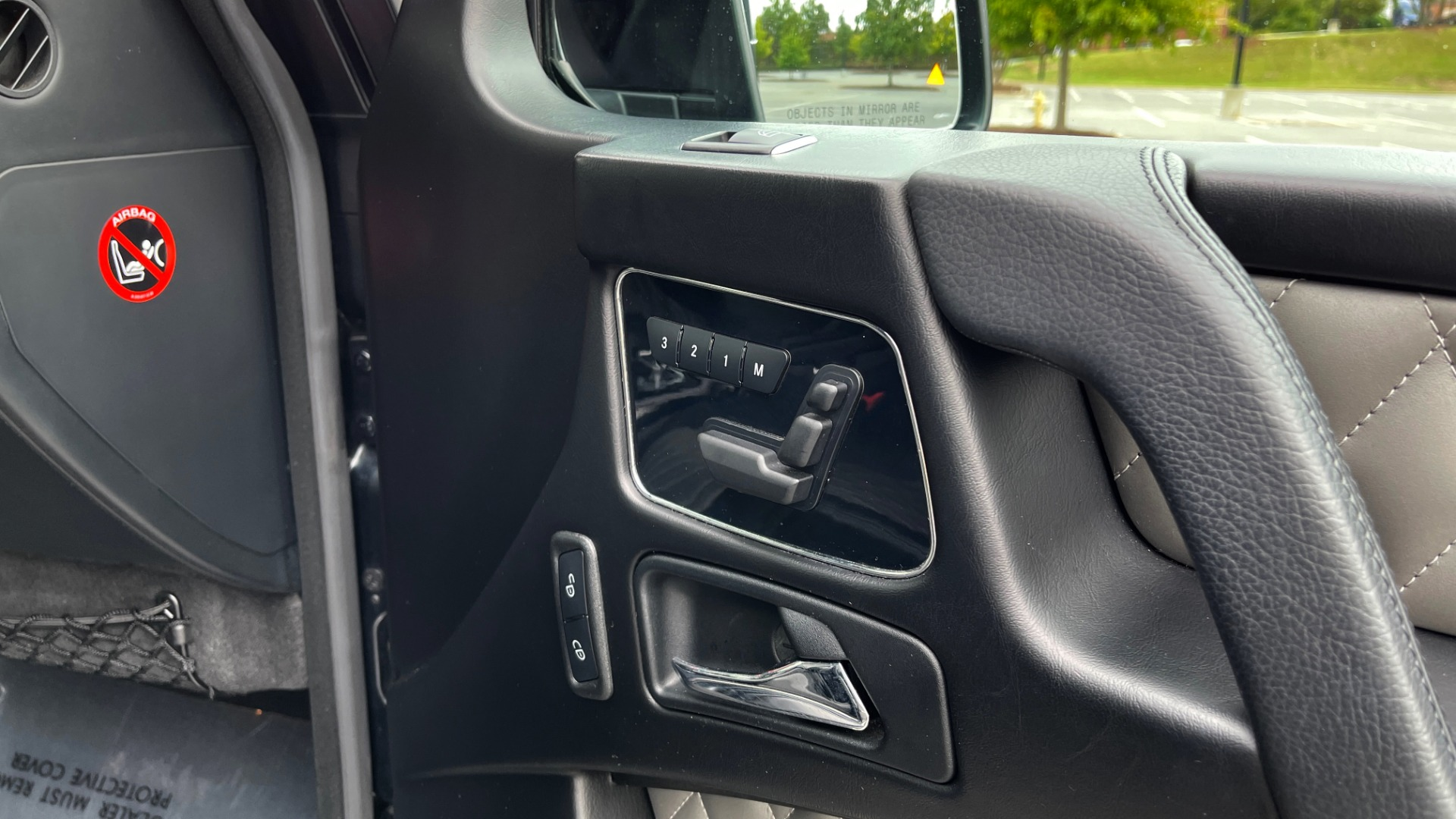Used 2017 Mercedes-Benz G-CLASS AMG G 63 / DESIGNO PKG / NAV / SUNROOF / H/K SND / REARVIEW for sale $124,999 at Formula Imports in Charlotte NC 28227 56