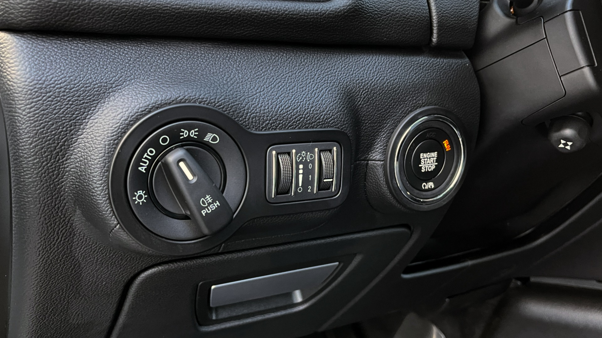 Used 2018 Maserati GHIBLI SEDAN / RWD / 3.0L V6 / SUNROOF / NAV / REARVIEW for sale $42,995 at Formula Imports in Charlotte NC 28227 31