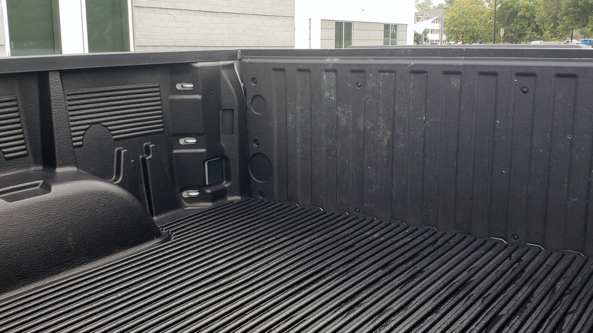 Used 2020 Chevrolet SILVERADO 1500 LT 4WD DOUBLECAB 147 WB / 5.3L V8 / BEDLINER / REARVIEW for sale $41,995 at Formula Imports in Charlotte NC 28227 10