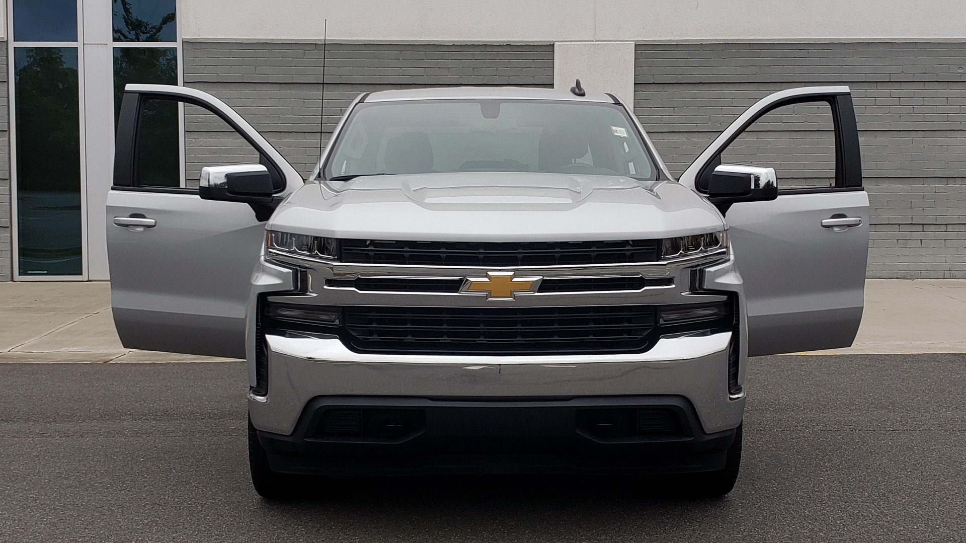 Used 2020 Chevrolet SILVERADO 1500 LT 4WD DOUBLECAB 147 WB / 5.3L V8 / BEDLINER / REARVIEW for sale $41,995 at Formula Imports in Charlotte NC 28227 19
