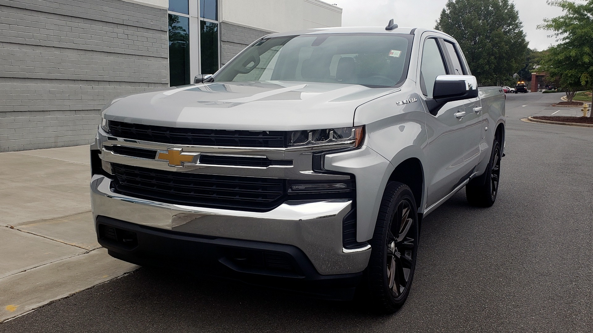Used 2020 Chevrolet SILVERADO 1500 LT 4WD DOUBLECAB 147 WB / 5.3L V8 / BEDLINER / REARVIEW for sale $41,995 at Formula Imports in Charlotte NC 28227 2