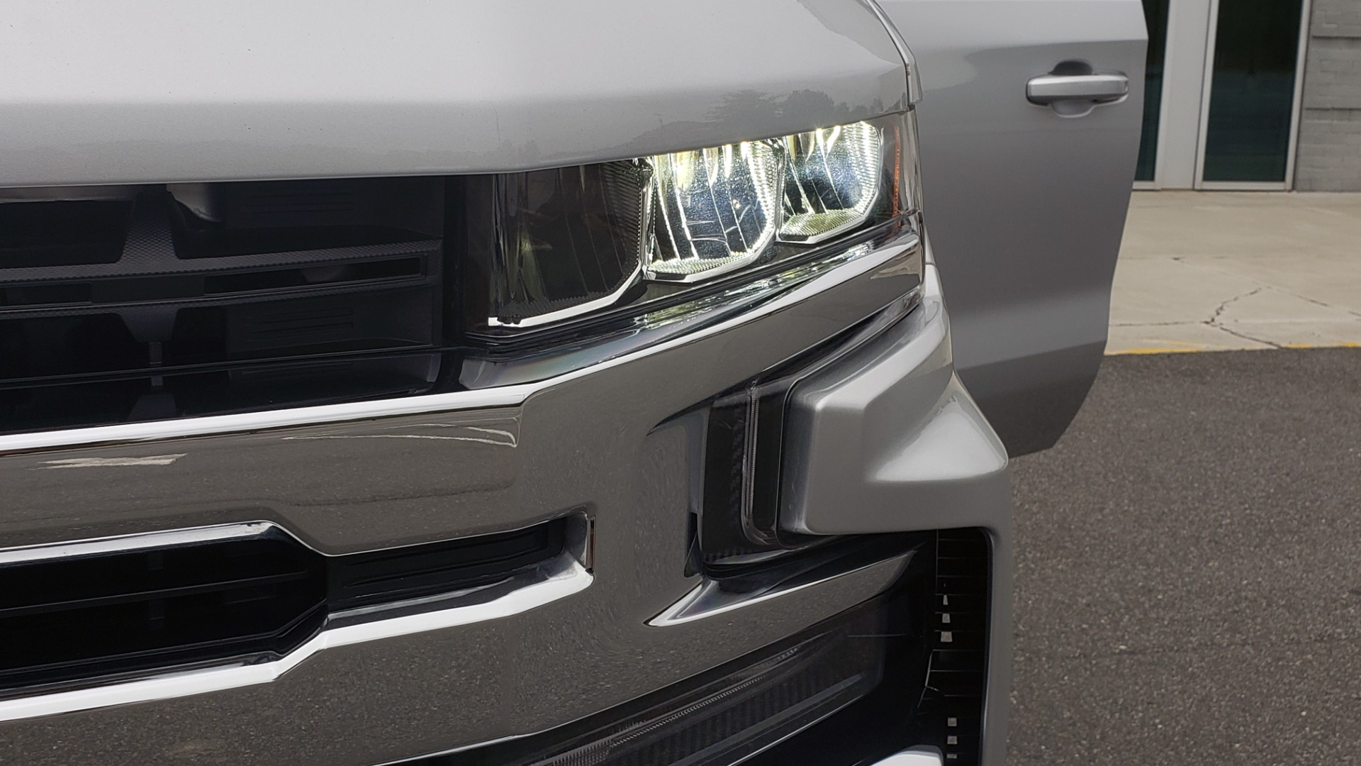 Used 2020 Chevrolet SILVERADO 1500 LT 4WD DOUBLECAB 147 WB / 5.3L V8 / BEDLINER / REARVIEW for sale $41,995 at Formula Imports in Charlotte NC 28227 21