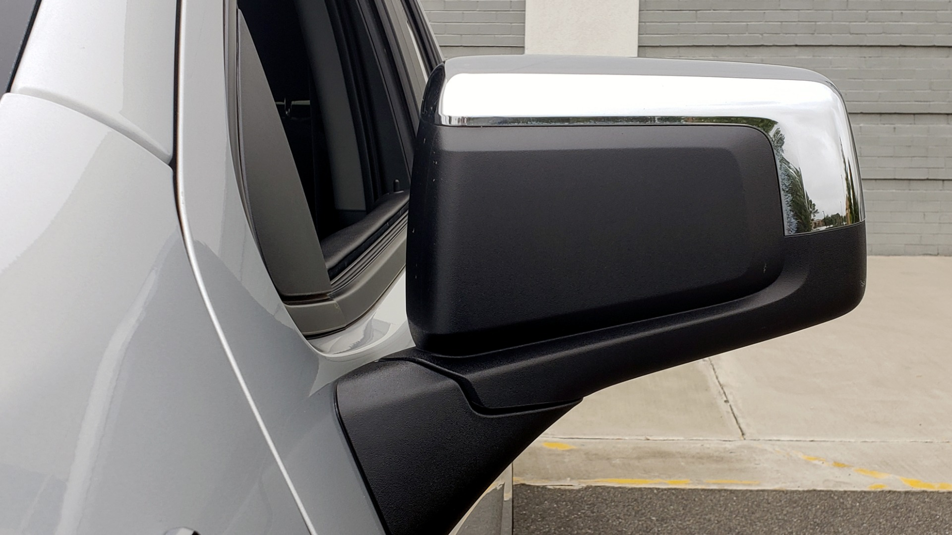 Used 2020 Chevrolet SILVERADO 1500 LT 4WD DOUBLECAB 147 WB / 5.3L V8 / BEDLINER / REARVIEW for sale $41,995 at Formula Imports in Charlotte NC 28227 24