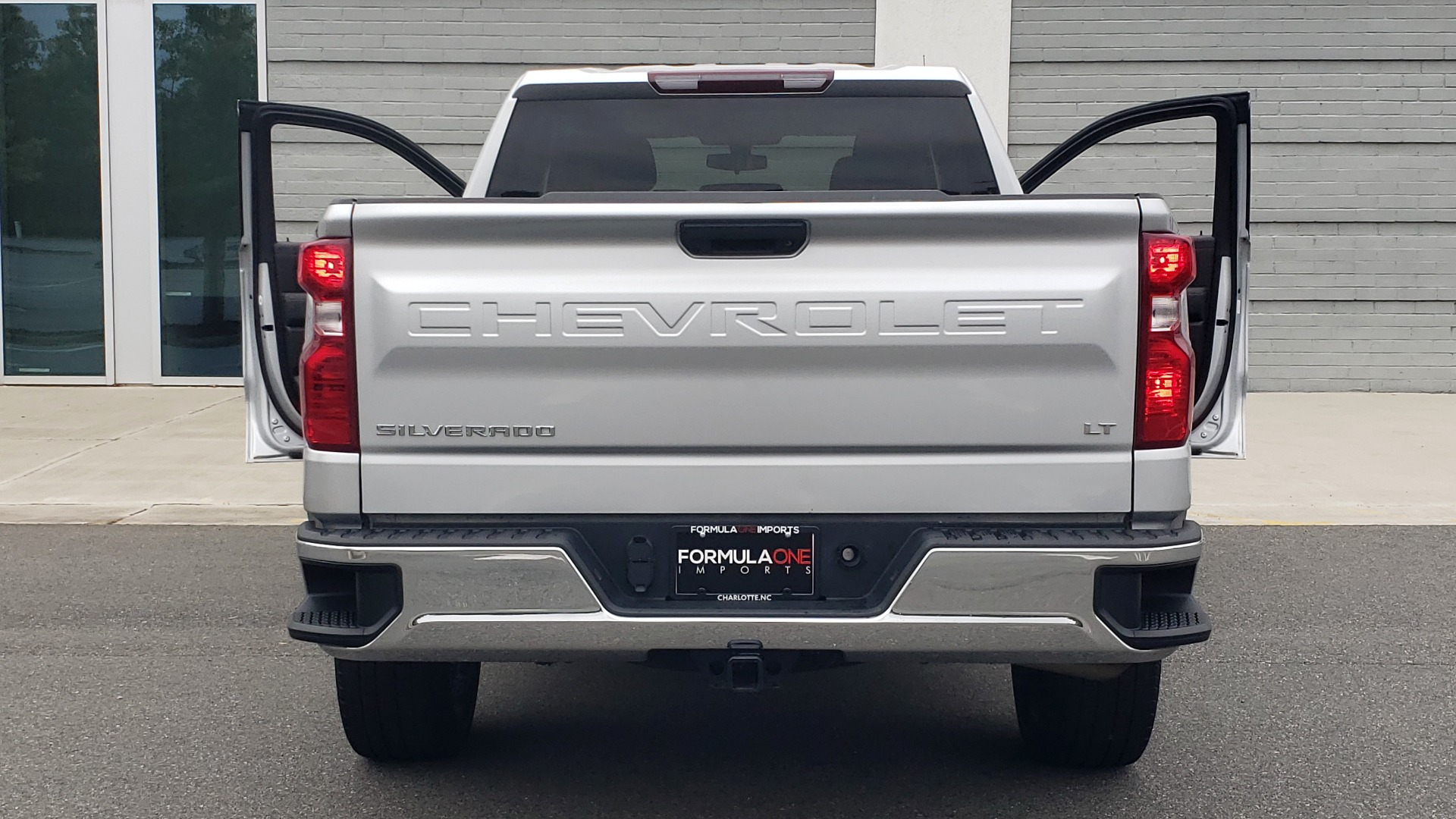 Used 2020 Chevrolet SILVERADO 1500 LT 4WD DOUBLECAB 147 WB / 5.3L V8 / BEDLINER / REARVIEW for sale $41,995 at Formula Imports in Charlotte NC 28227 26