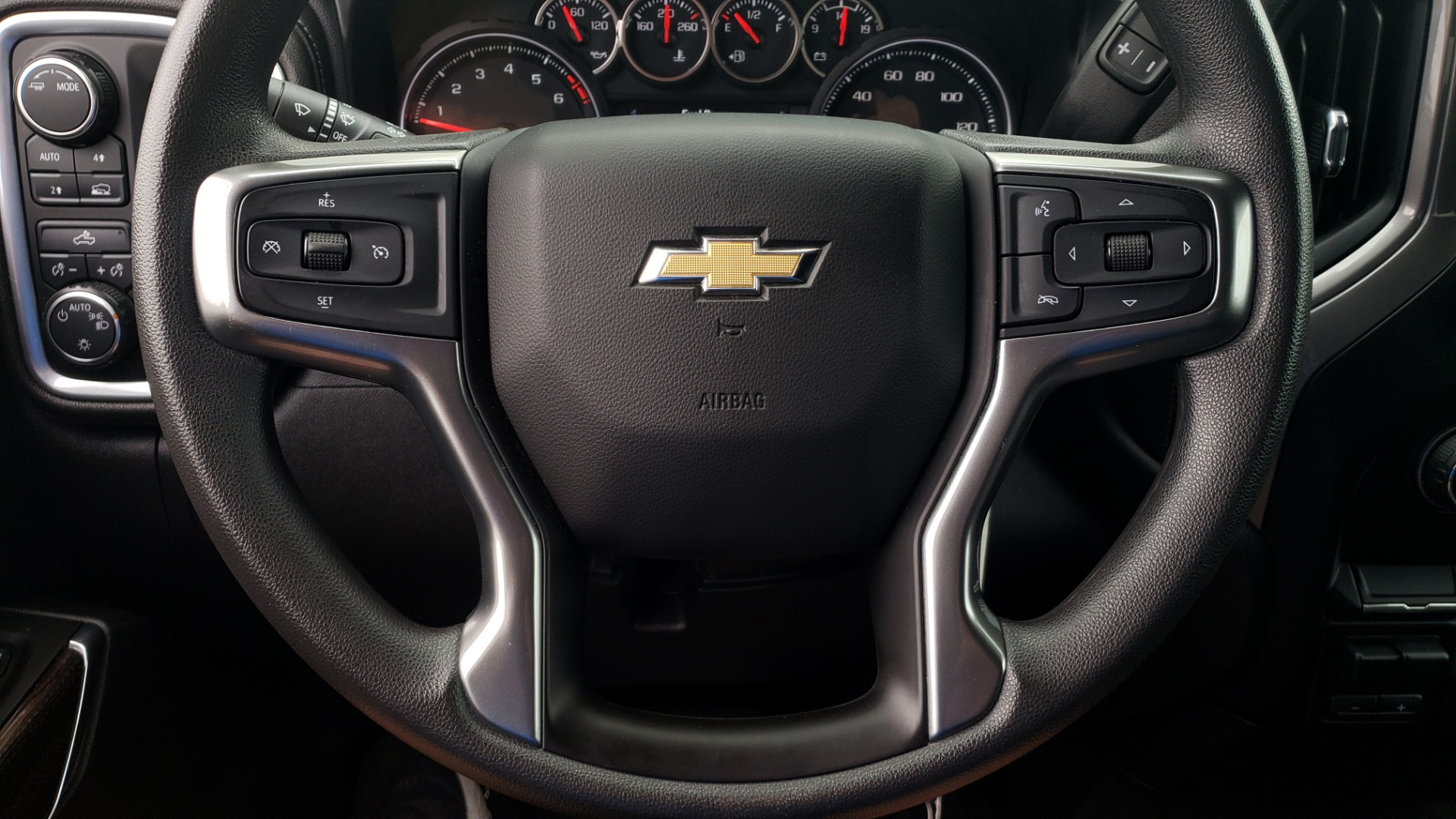 Used 2020 Chevrolet SILVERADO 1500 LT 4WD DOUBLECAB 147 WB / 5.3L V8 / BEDLINER / REARVIEW for sale $41,995 at Formula Imports in Charlotte NC 28227 39