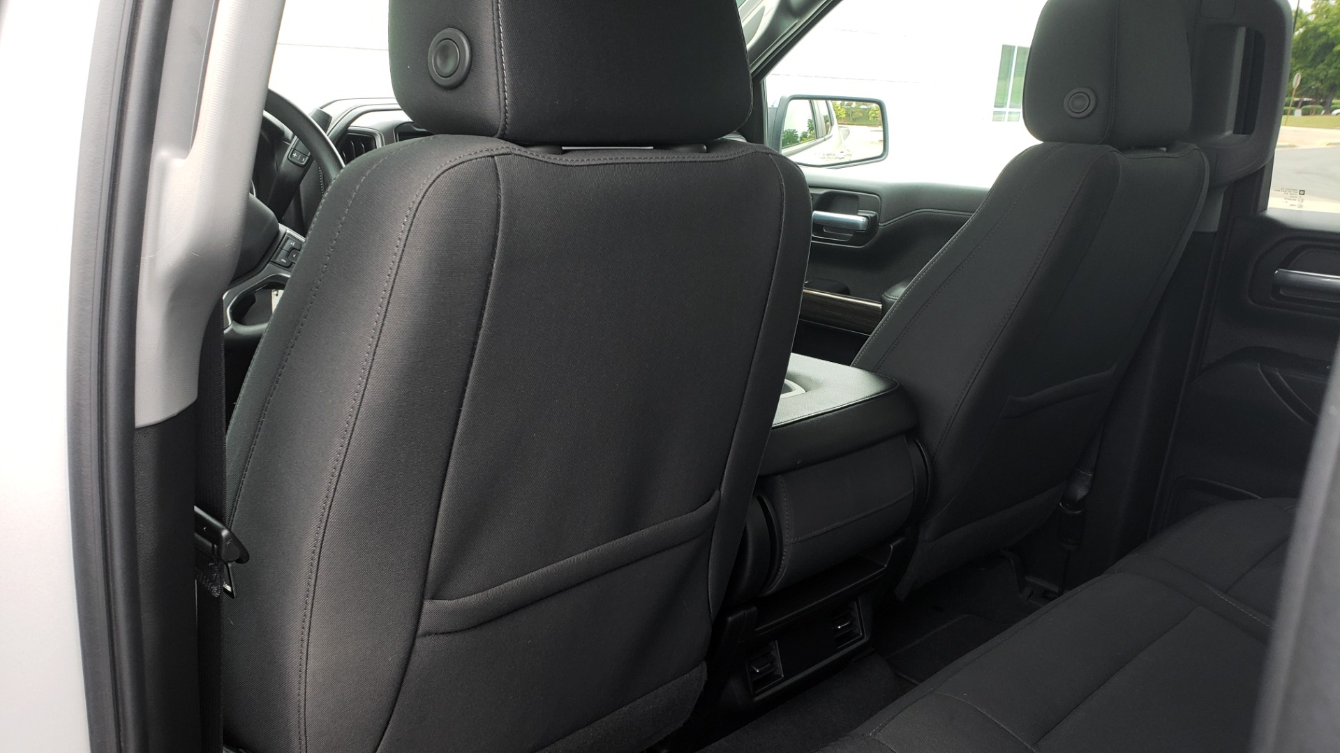Used 2020 Chevrolet SILVERADO 1500 LT 4WD DOUBLECAB 147 WB / 5.3L V8 / BEDLINER / REARVIEW for sale $41,995 at Formula Imports in Charlotte NC 28227 54