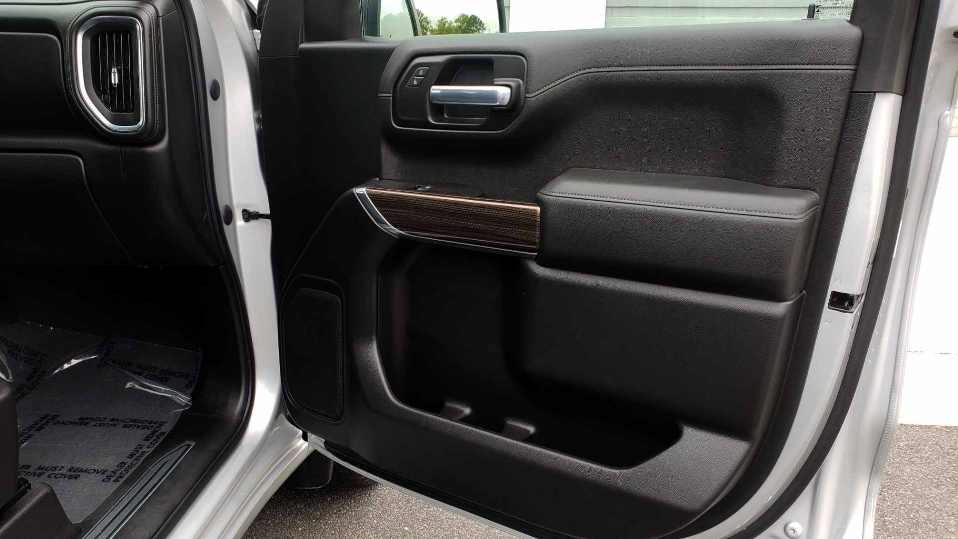 Used 2020 Chevrolet SILVERADO 1500 LT 4WD DOUBLECAB 147 WB / 5.3L V8 / BEDLINER / REARVIEW for sale $41,995 at Formula Imports in Charlotte NC 28227 57
