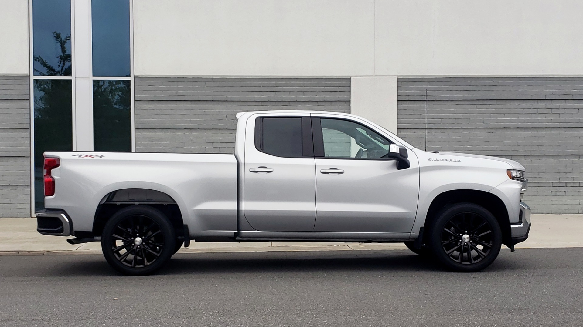 Used 2020 Chevrolet SILVERADO 1500 LT 4WD DOUBLECAB 147 WB / 5.3L V8 / BEDLINER / REARVIEW for sale $41,995 at Formula Imports in Charlotte NC 28227 6