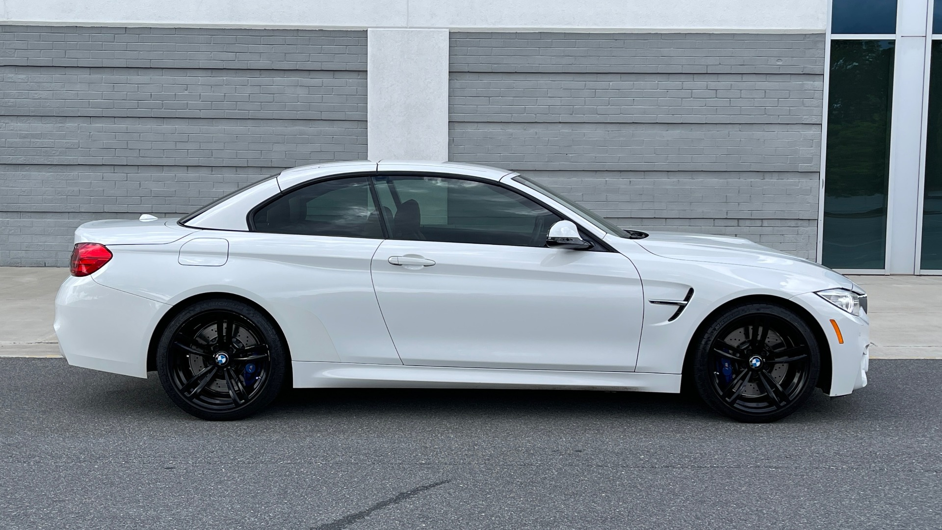 Used 2016 BMW M4 CONVERTIBLE 3.0L / 7-SPD AUTO / EXECUTIVE / ADAPT M SUSP / REARVIEW for sale $53,999 at Formula Imports in Charlotte NC 28227 38