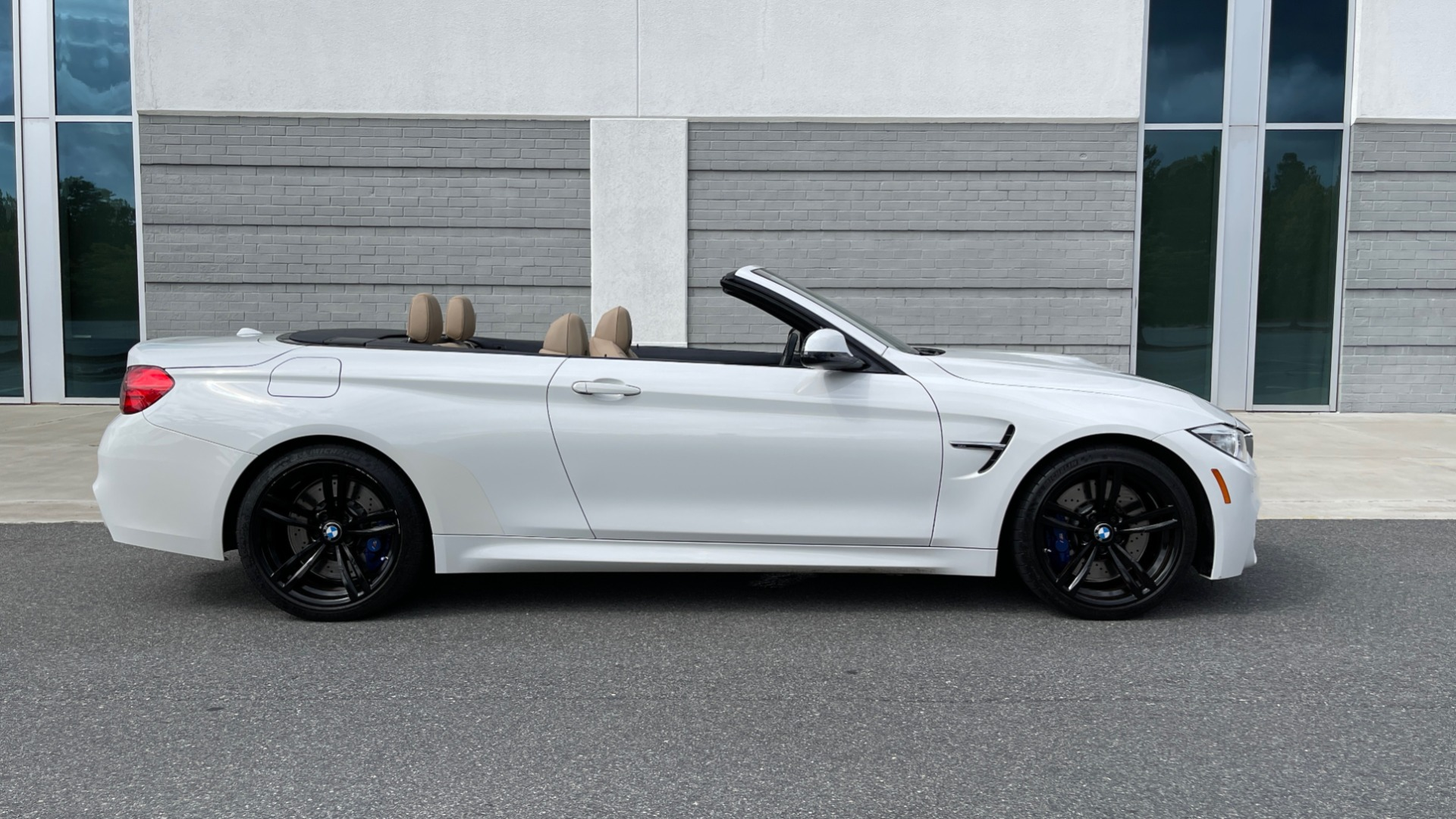 Used 2016 BMW M4 CONVERTIBLE 3.0L / 7-SPD AUTO / EXECUTIVE / ADAPT M SUSP / REARVIEW for sale $53,999 at Formula Imports in Charlotte NC 28227 5
