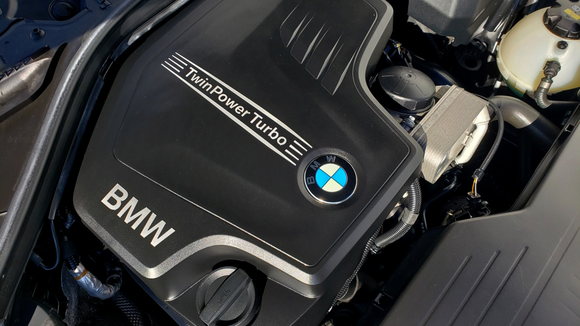Used 2018 BMW 3 SERIES 320IXDRIVE 2.0L SEDAN / HEATED SEATS / REARVIEW for sale $26,795 at Formula Imports in Charlotte NC 28227 12