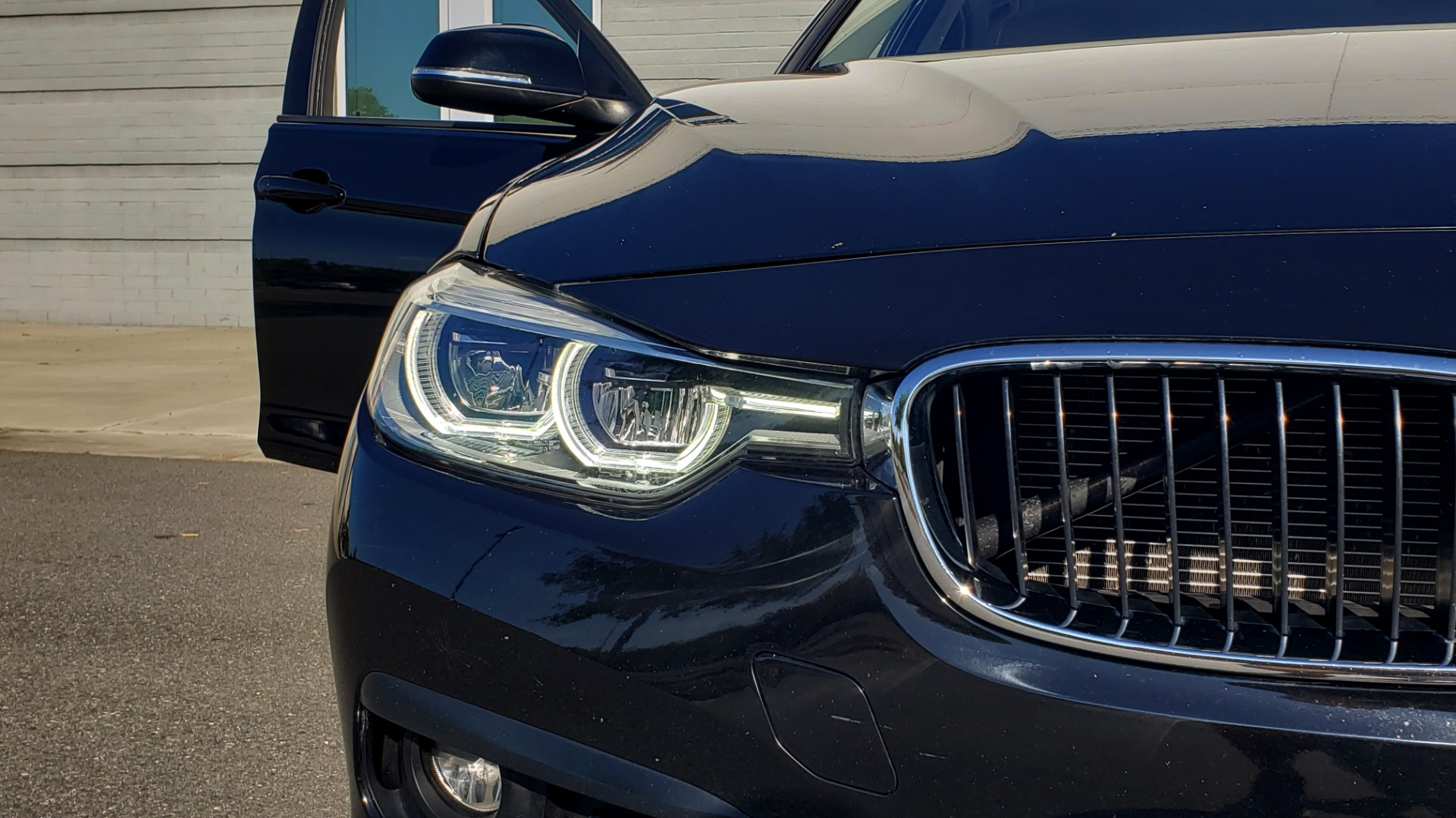 Used 2018 BMW 3 SERIES 320IXDRIVE 2.0L SEDAN / HEATED SEATS / REARVIEW for sale $26,795 at Formula Imports in Charlotte NC 28227 19