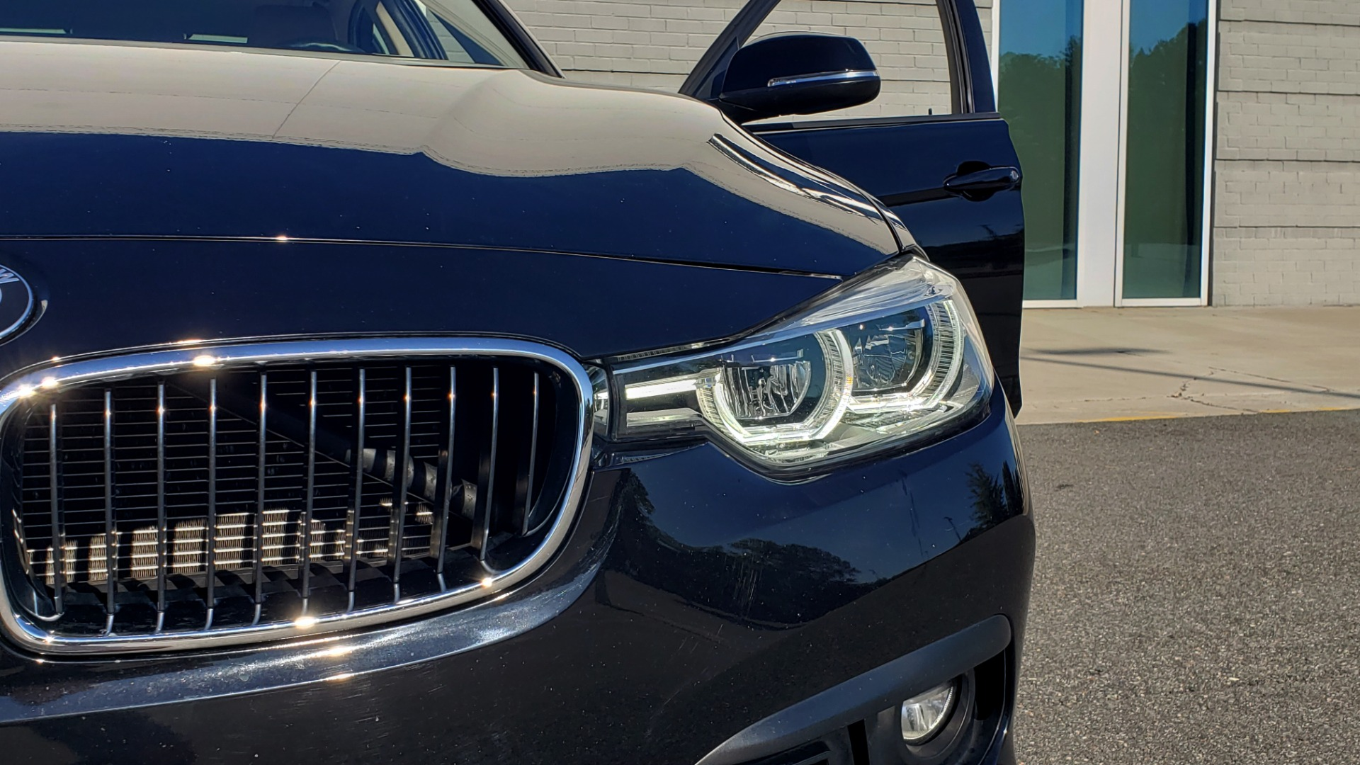 Used 2018 BMW 3 SERIES 320IXDRIVE 2.0L SEDAN / HEATED SEATS / REARVIEW for sale $26,795 at Formula Imports in Charlotte NC 28227 20