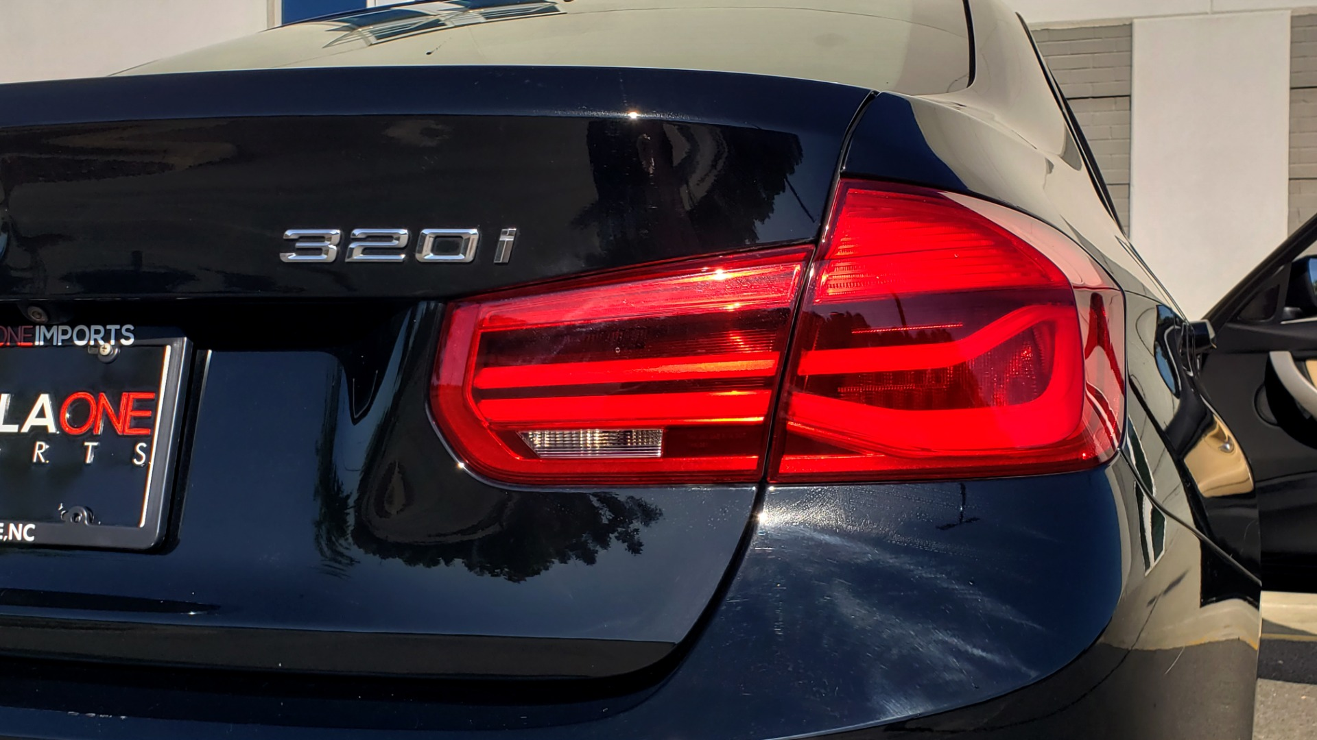 Used 2018 BMW 3 SERIES 320IXDRIVE 2.0L SEDAN / HEATED SEATS / REARVIEW for sale $26,795 at Formula Imports in Charlotte NC 28227 26