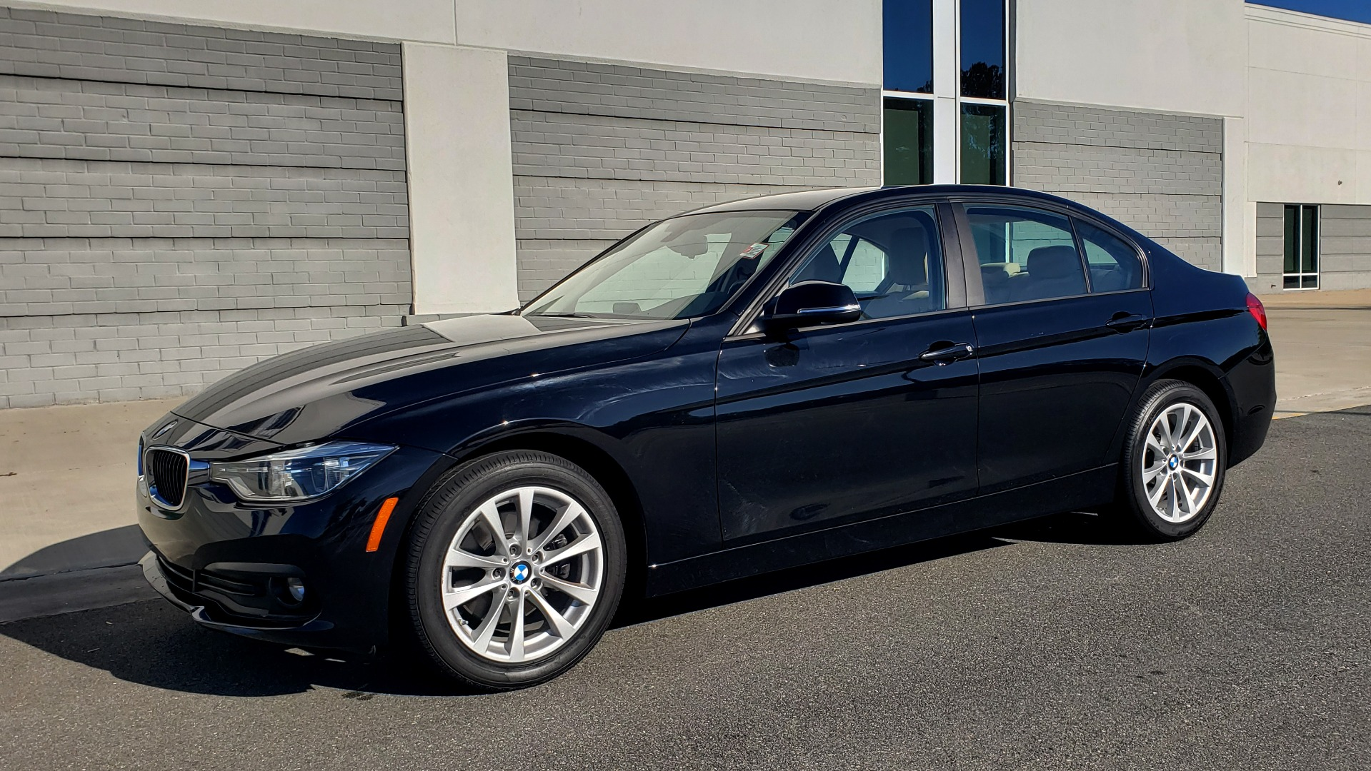 Used 2018 BMW 3 SERIES 320IXDRIVE 2.0L SEDAN / HEATED SEATS / REARVIEW for sale $26,795 at Formula Imports in Charlotte NC 28227 3