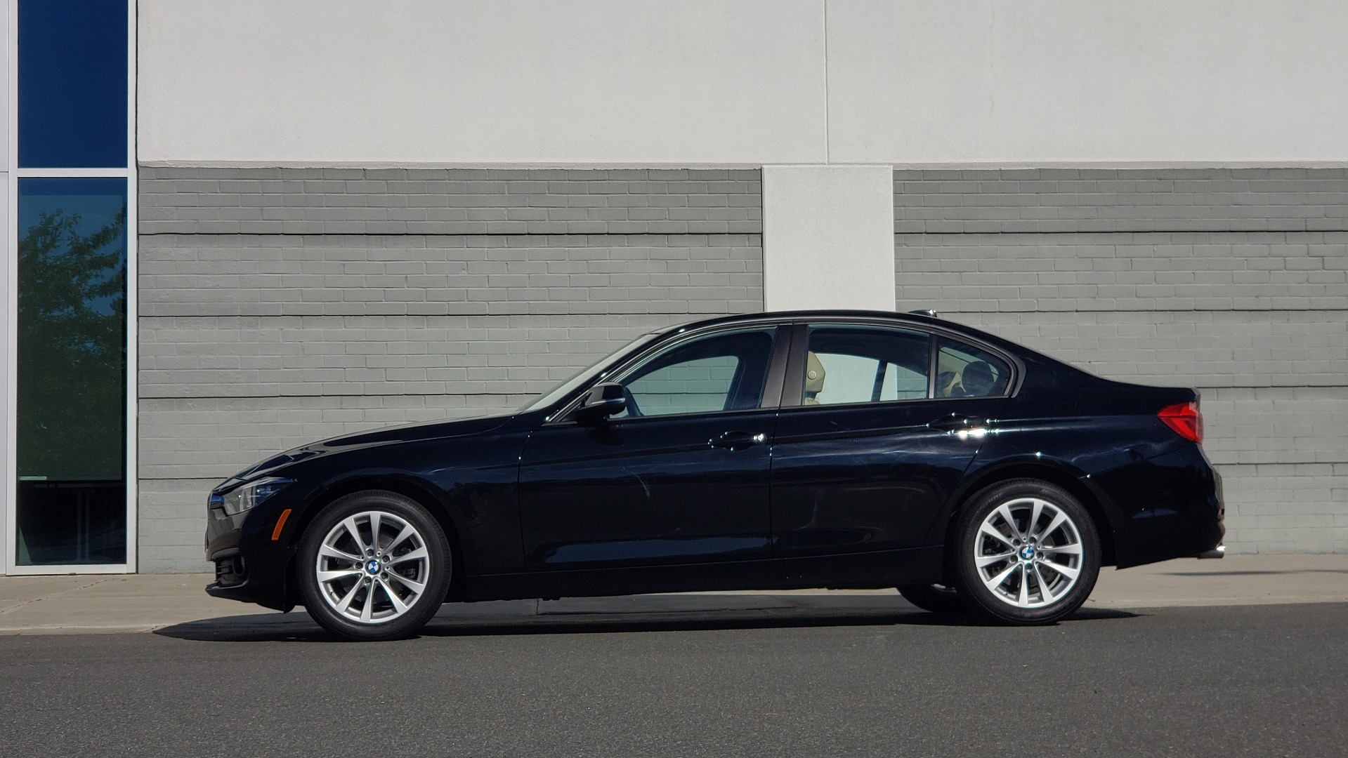 Used 2018 BMW 3 SERIES 320IXDRIVE 2.0L SEDAN / HEATED SEATS / REARVIEW for sale $26,795 at Formula Imports in Charlotte NC 28227 4