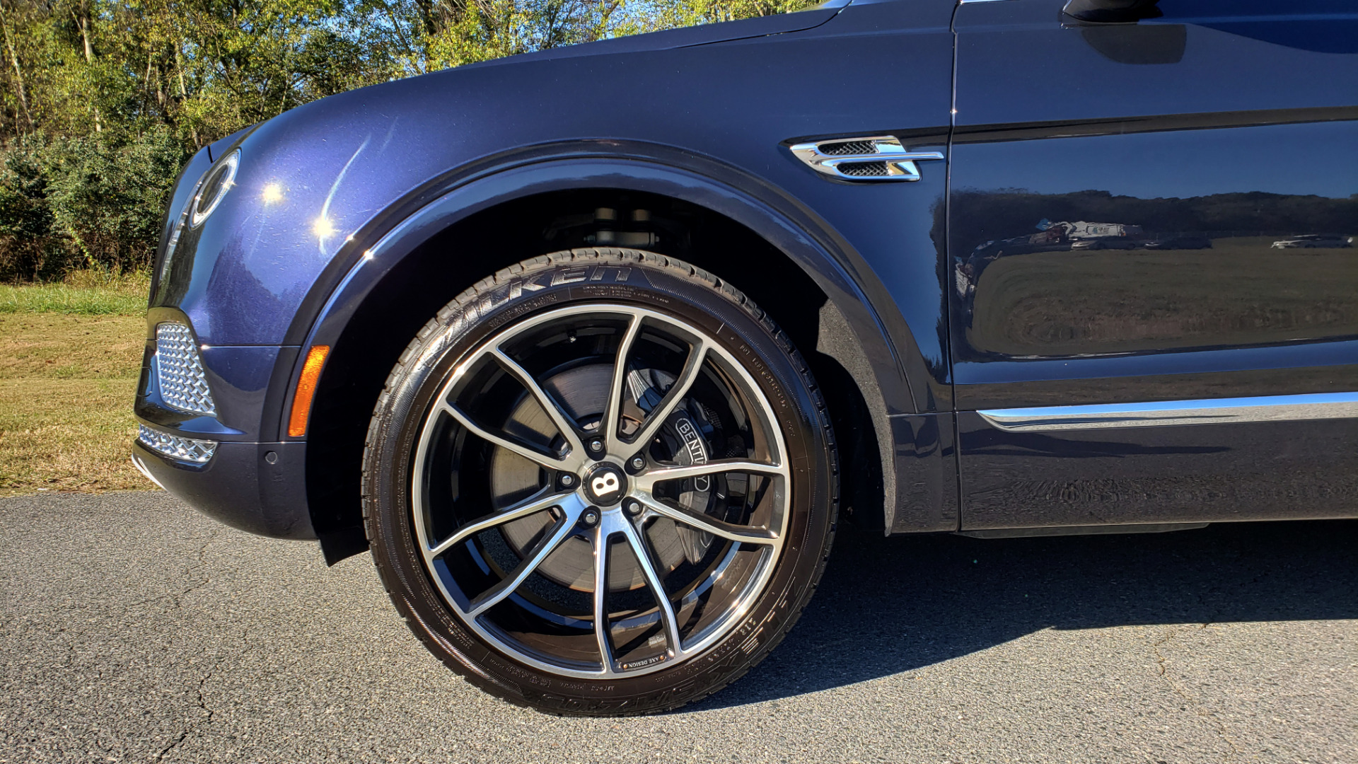 Used 2017 Bentley BENTAYGA W12 600HP / NAV / AWD / PANO-ROOF / BACK-UP CAMERA for sale $139,995 at Formula One Imports in Charlotte NC 28227 10