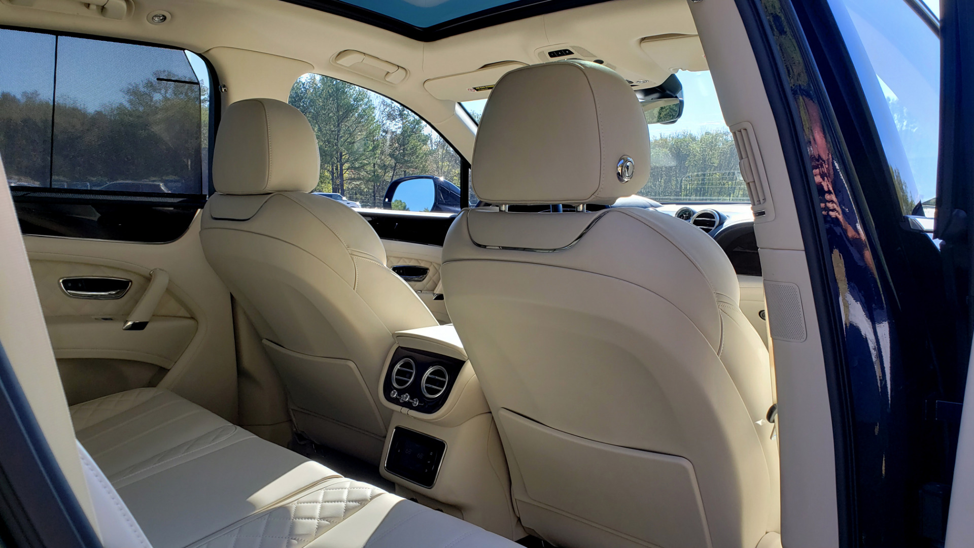 Used 2017 Bentley BENTAYGA W12 600HP / NAV / AWD / PANO-ROOF / BACK-UP CAMERA for sale $139,995 at Formula One Imports in Charlotte NC 28227 101