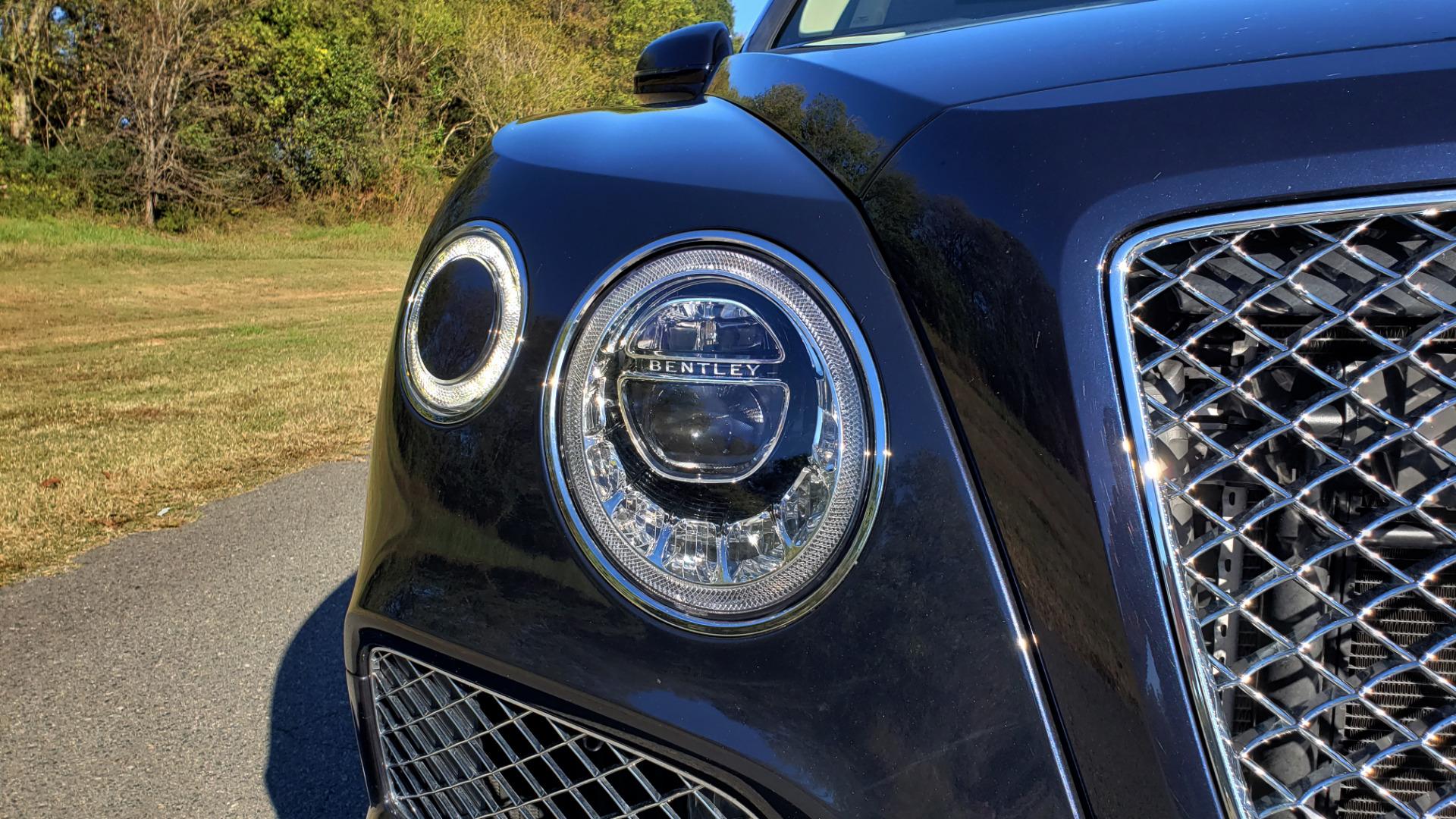 Used 2017 Bentley BENTAYGA W12 600HP / NAV / AWD / PANO-ROOF / BACK-UP CAMERA for sale $139,995 at Formula One Imports in Charlotte NC 28227 15