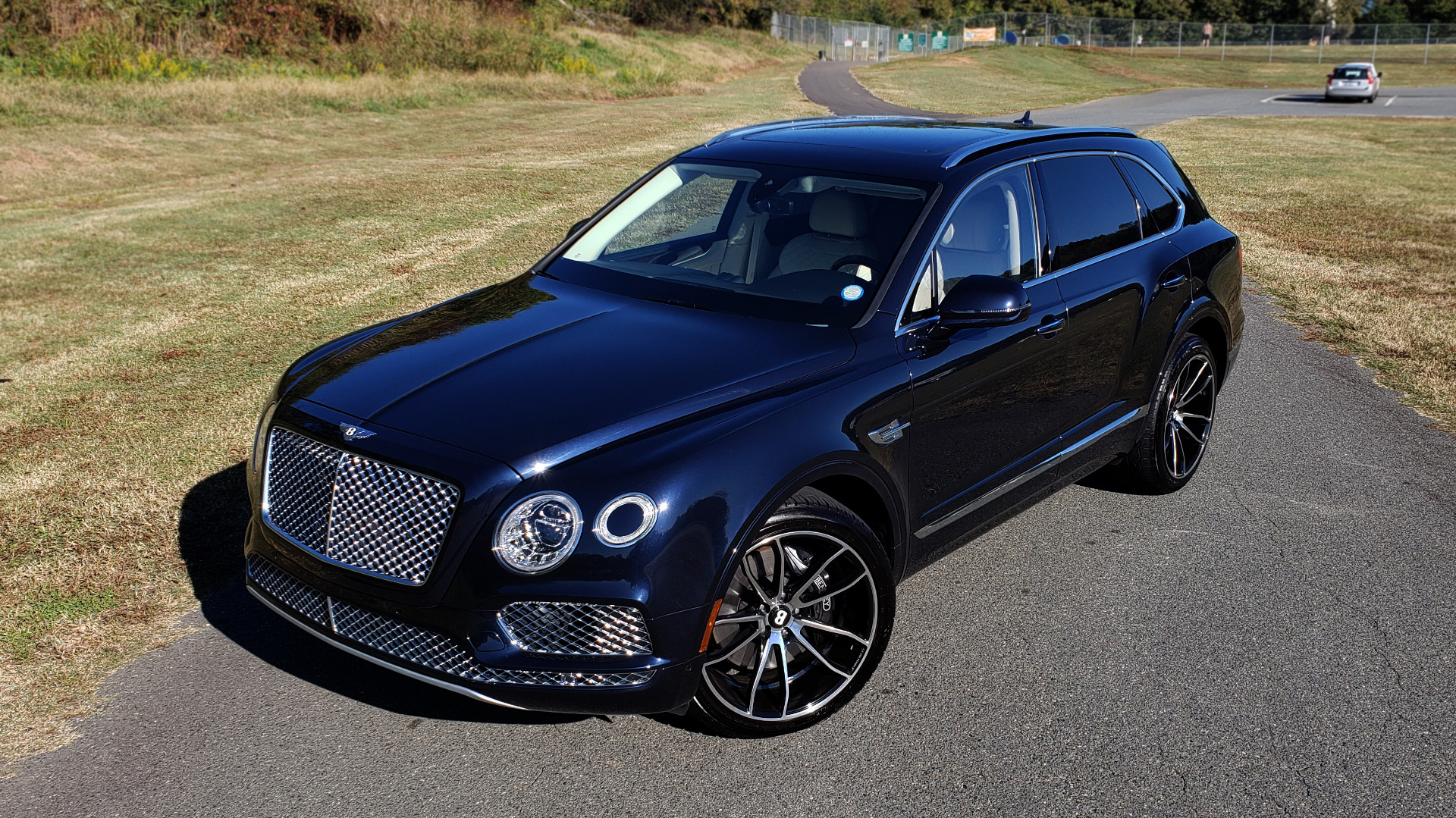 Used 2017 Bentley BENTAYGA W12 600HP / NAV / AWD / PANO-ROOF / BACK-UP CAMERA for sale $141,995 at Formula One Imports in Charlotte NC 28227 2