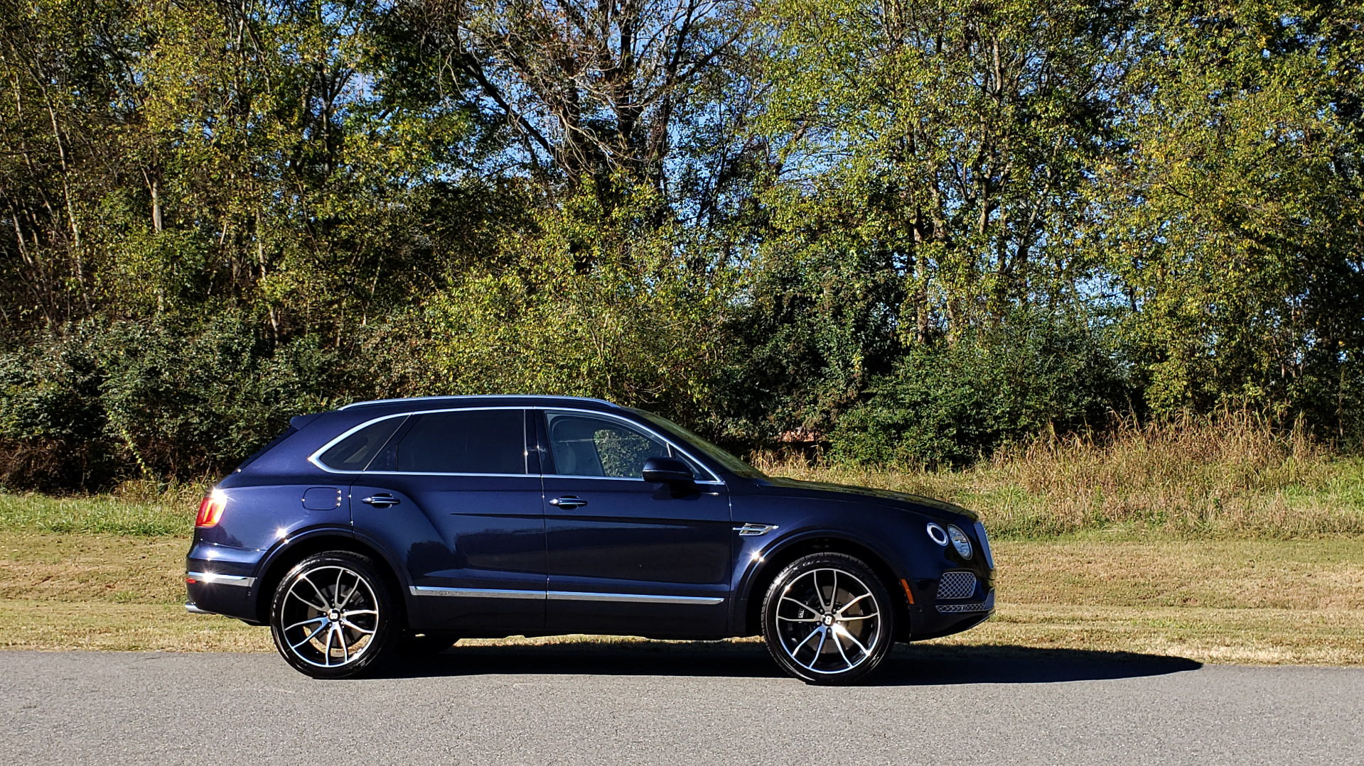 Used 2017 Bentley BENTAYGA W12 600HP / NAV / AWD / PANO-ROOF / BACK-UP CAMERA for sale $139,995 at Formula One Imports in Charlotte NC 28227 22