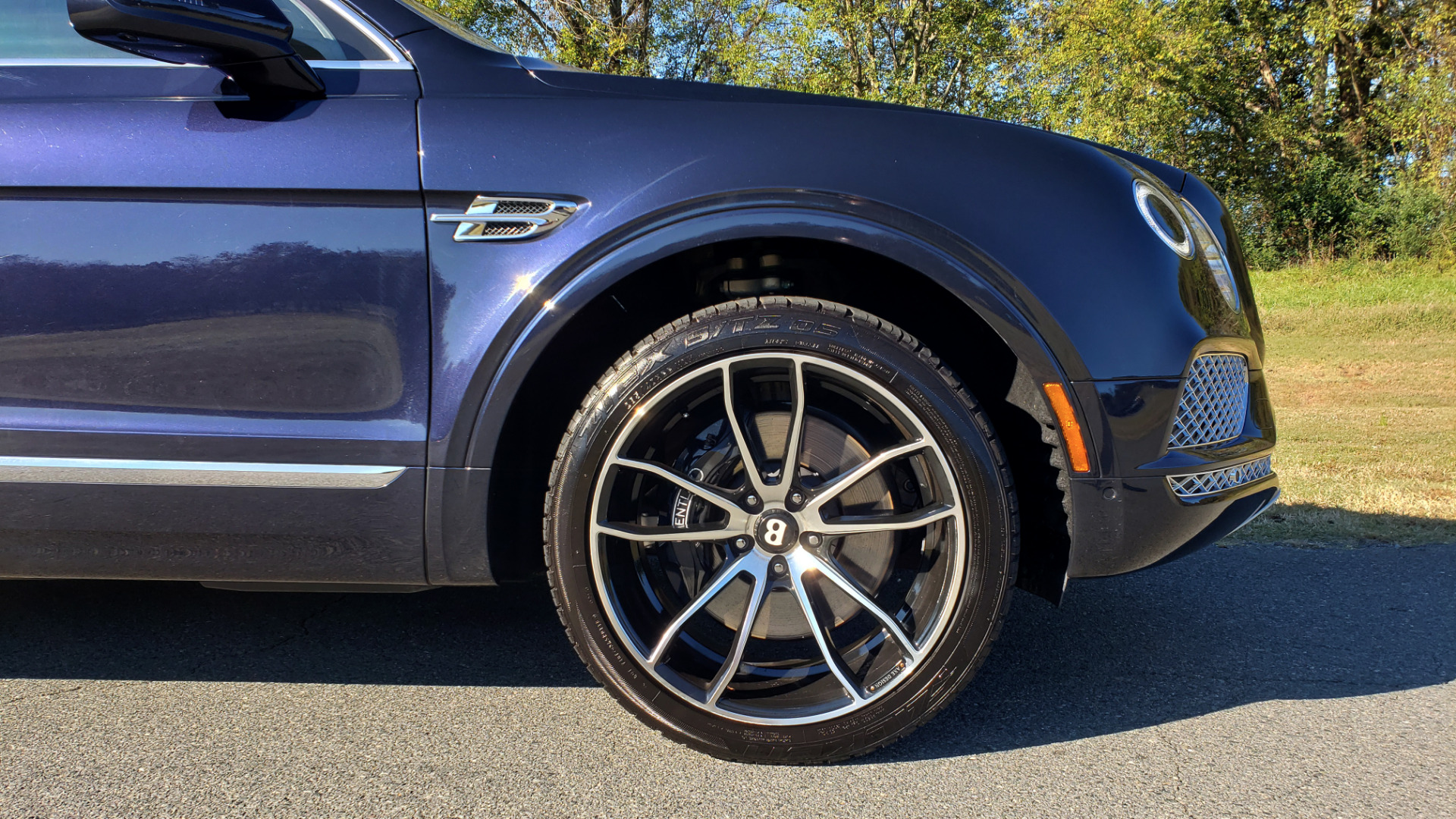 Used 2017 Bentley BENTAYGA W12 600HP / NAV / AWD / PANO-ROOF / BACK-UP CAMERA for sale $139,995 at Formula One Imports in Charlotte NC 28227 26