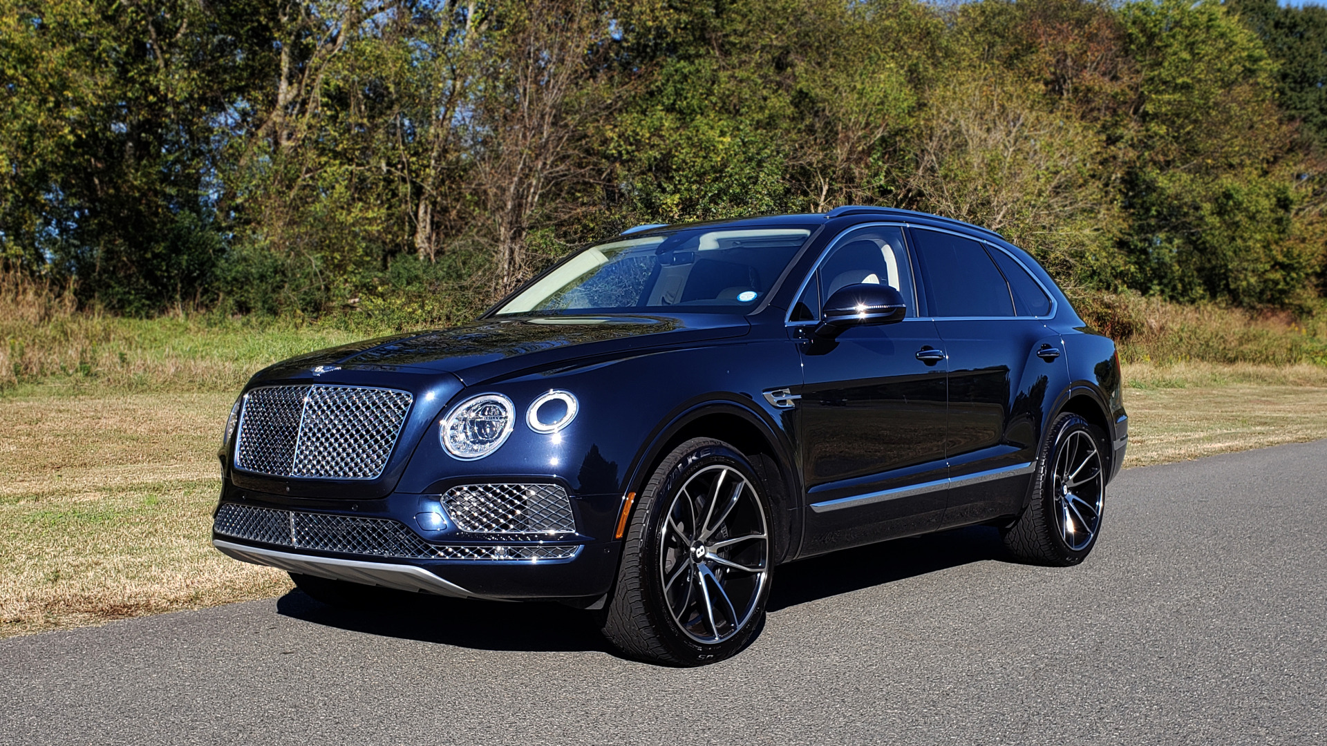 Used 2017 Bentley BENTAYGA W12 600HP / NAV / AWD / PANO-ROOF / BACK-UP CAMERA for sale $141,995 at Formula One Imports in Charlotte NC 28227 3