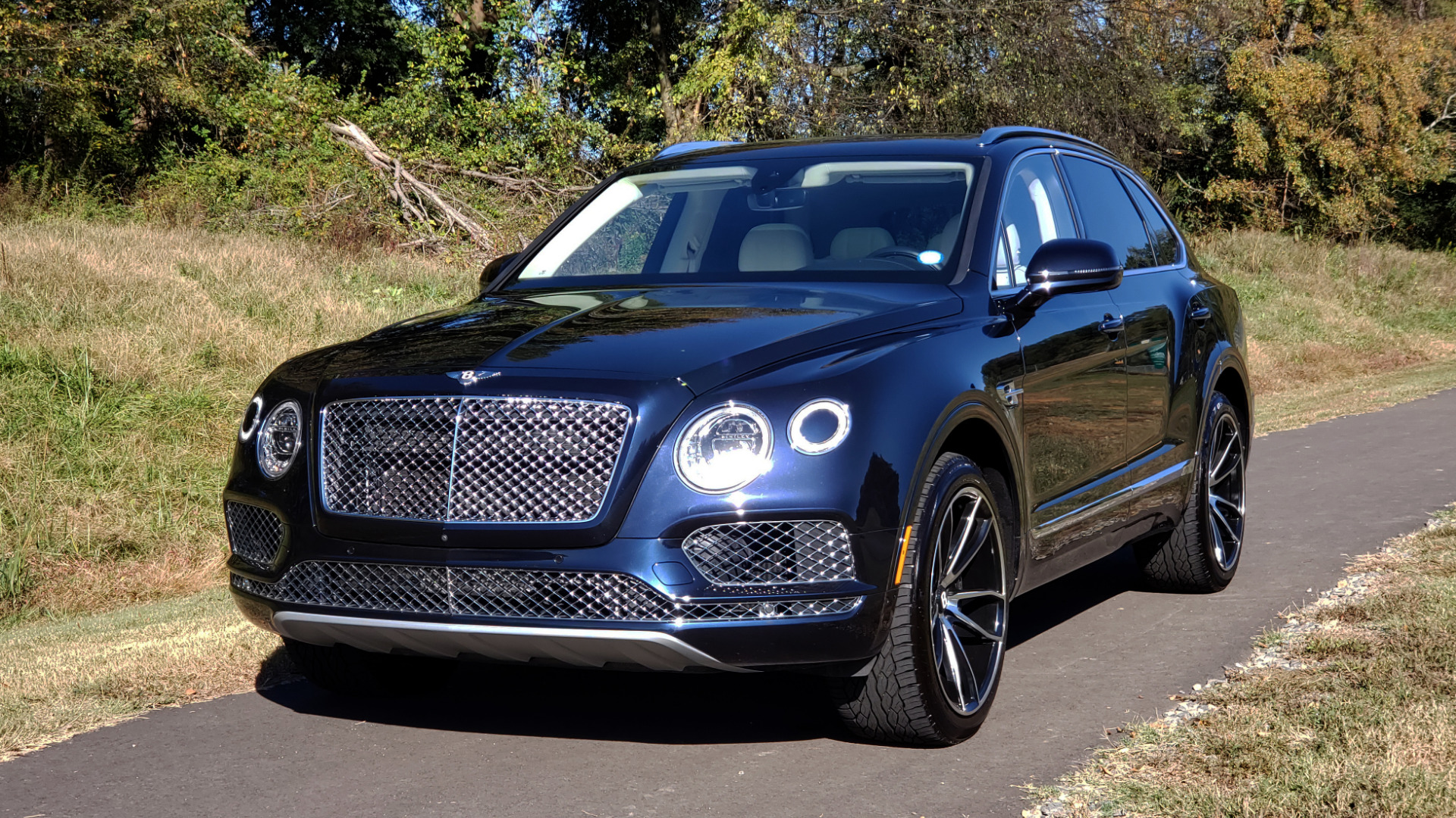 Used 2017 Bentley BENTAYGA W12 600HP / NAV / AWD / PANO-ROOF / BACK-UP CAMERA for sale $139,995 at Formula One Imports in Charlotte NC 28227 46