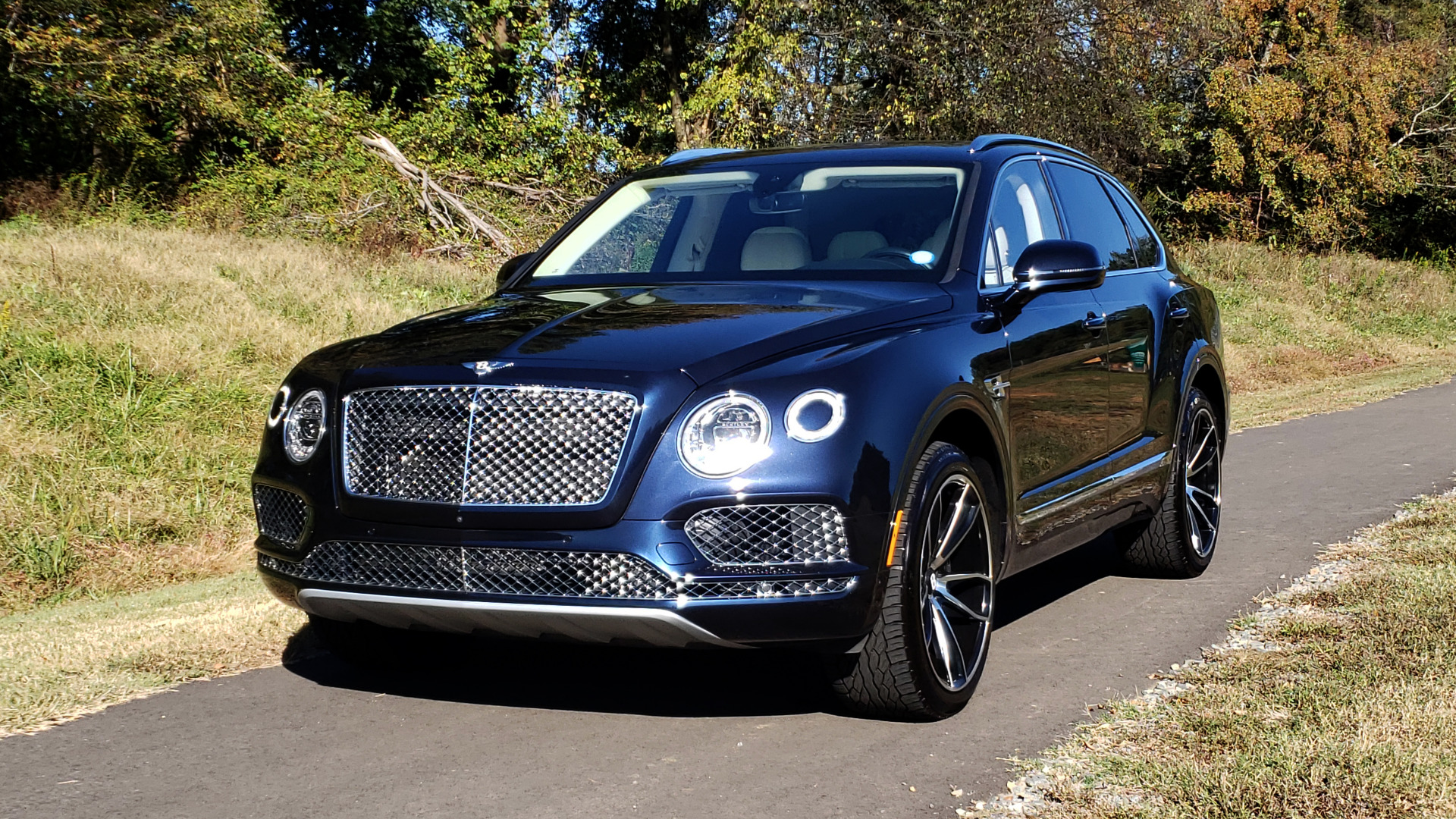 Used 2017 Bentley BENTAYGA W12 600HP / NAV / AWD / PANO-ROOF / BACK-UP CAMERA for sale $139,995 at Formula One Imports in Charlotte NC 28227 47