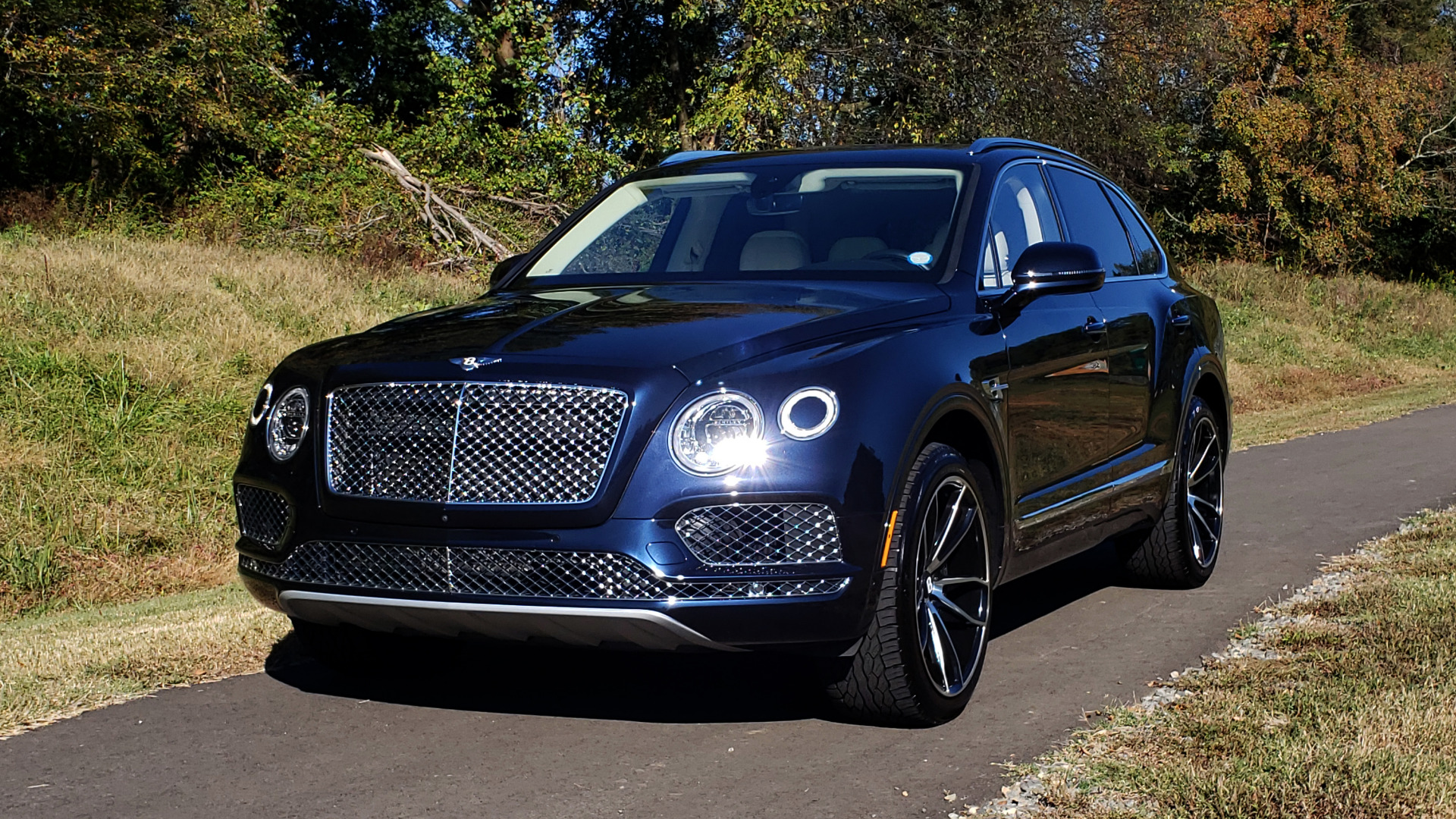 Used 2017 Bentley BENTAYGA W12 600HP / NAV / AWD / PANO-ROOF / BACK-UP CAMERA for sale $139,995 at Formula One Imports in Charlotte NC 28227 48