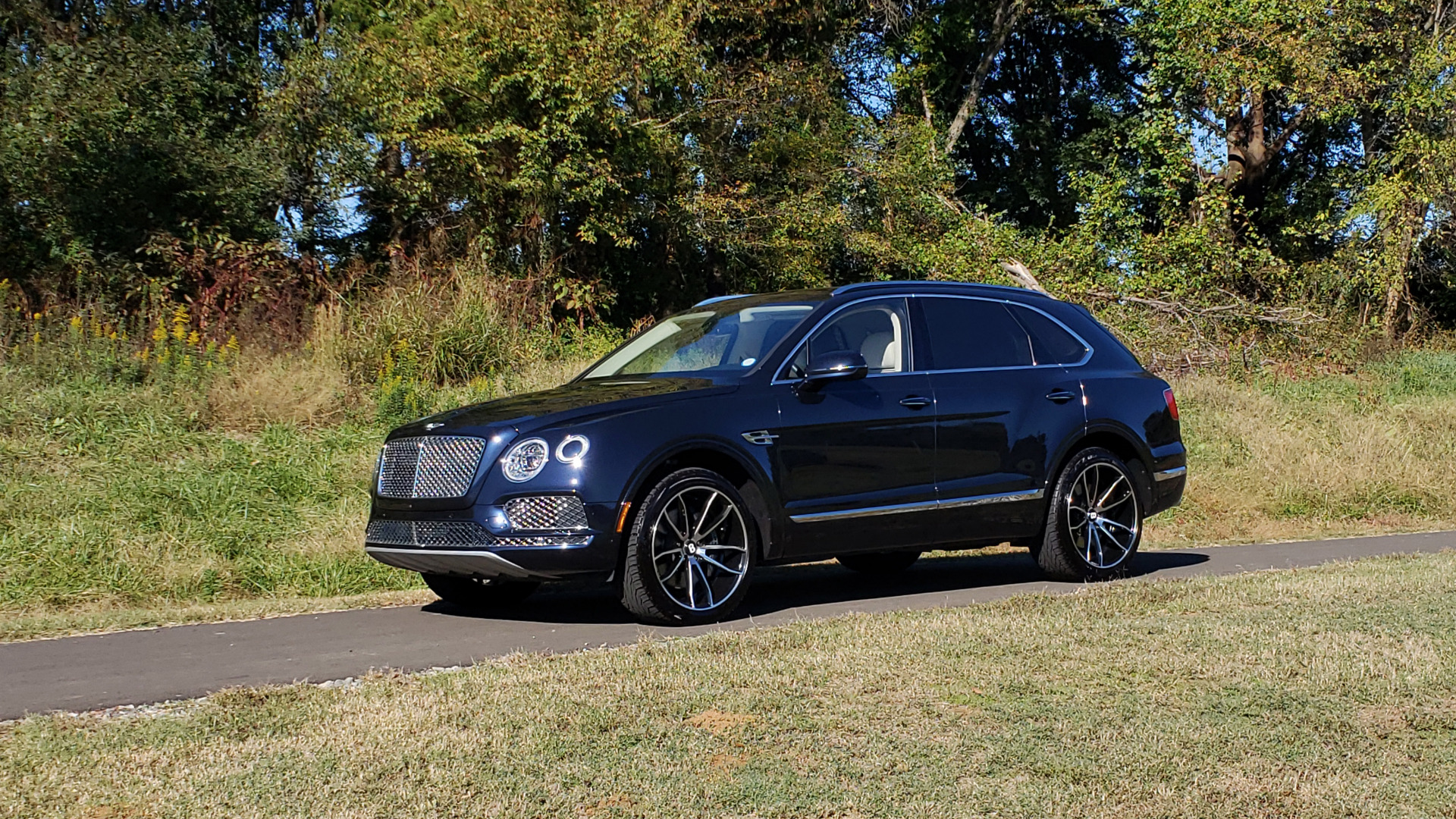 Used 2017 Bentley BENTAYGA W12 600HP / NAV / AWD / PANO-ROOF / BACK-UP CAMERA for sale $139,995 at Formula One Imports in Charlotte NC 28227 49