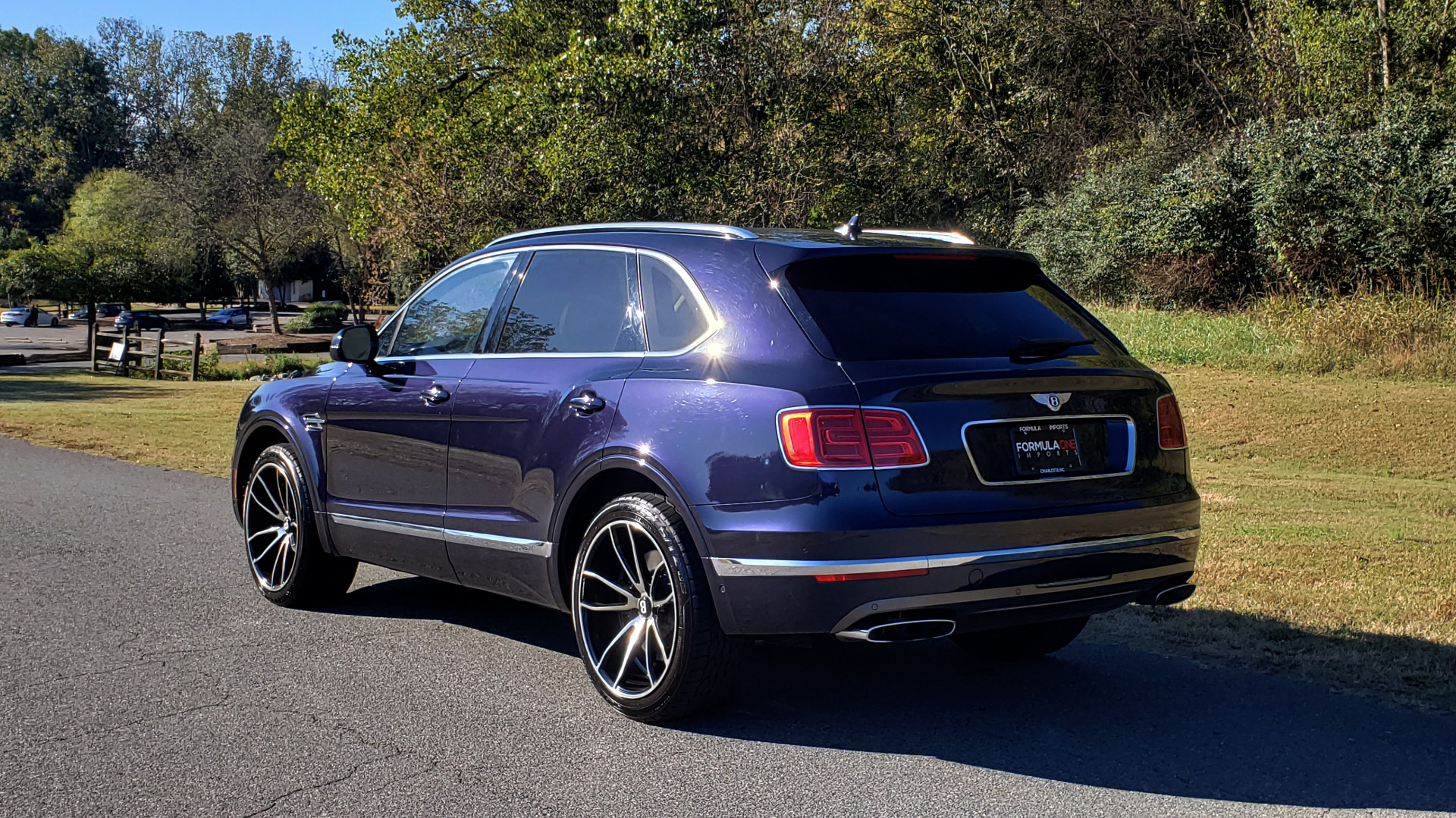 Used 2017 Bentley BENTAYGA W12 600HP / NAV / AWD / PANO-ROOF / BACK-UP CAMERA for sale $139,995 at Formula One Imports in Charlotte NC 28227 5