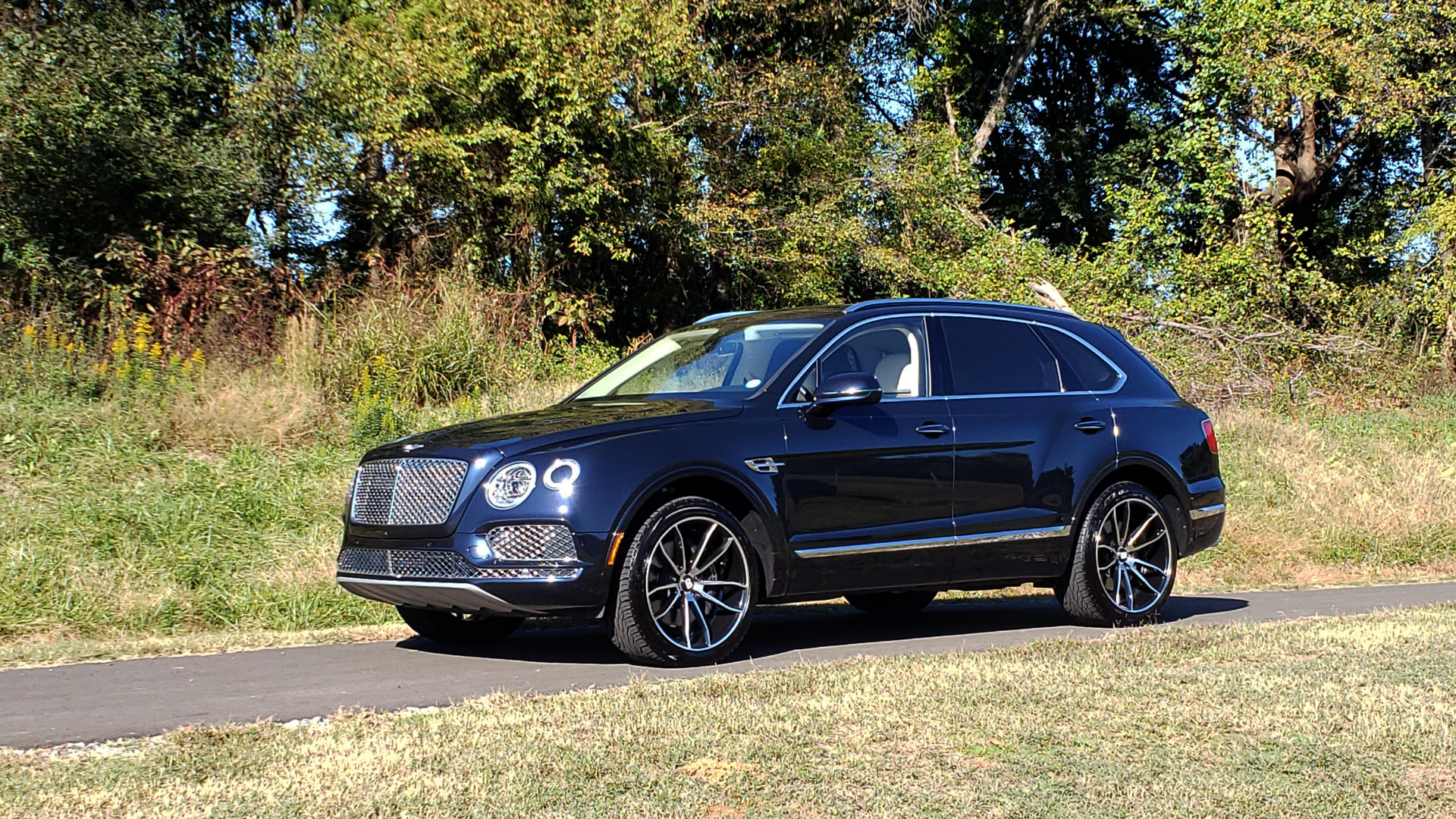 Used 2017 Bentley BENTAYGA W12 600HP / NAV / AWD / PANO-ROOF / BACK-UP CAMERA for sale Sold at Formula Imports in Charlotte NC 28227 50
