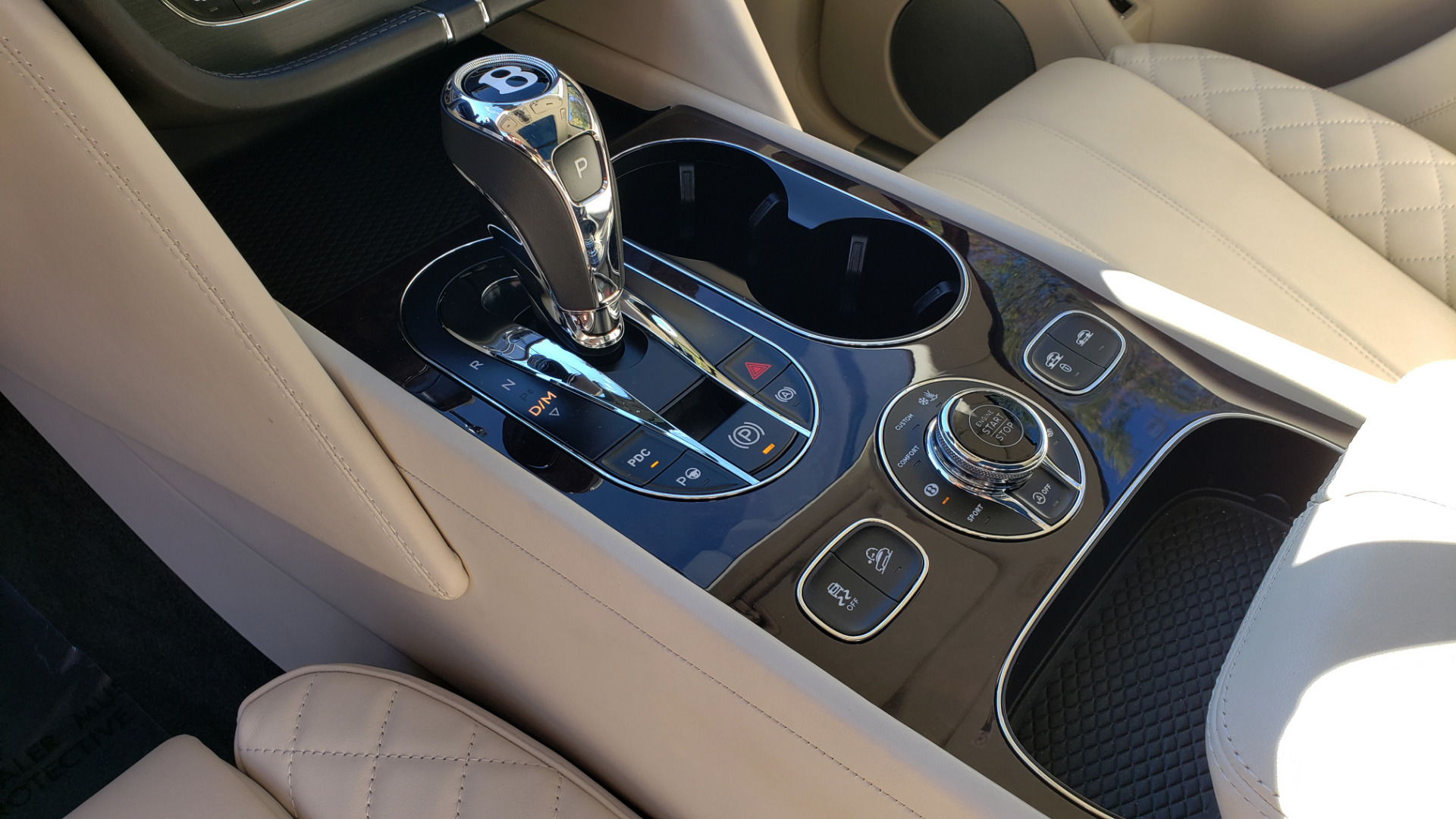 Used 2017 Bentley BENTAYGA W12 600HP / NAV / AWD / PANO-ROOF / BACK-UP CAMERA for sale $139,995 at Formula One Imports in Charlotte NC 28227 61
