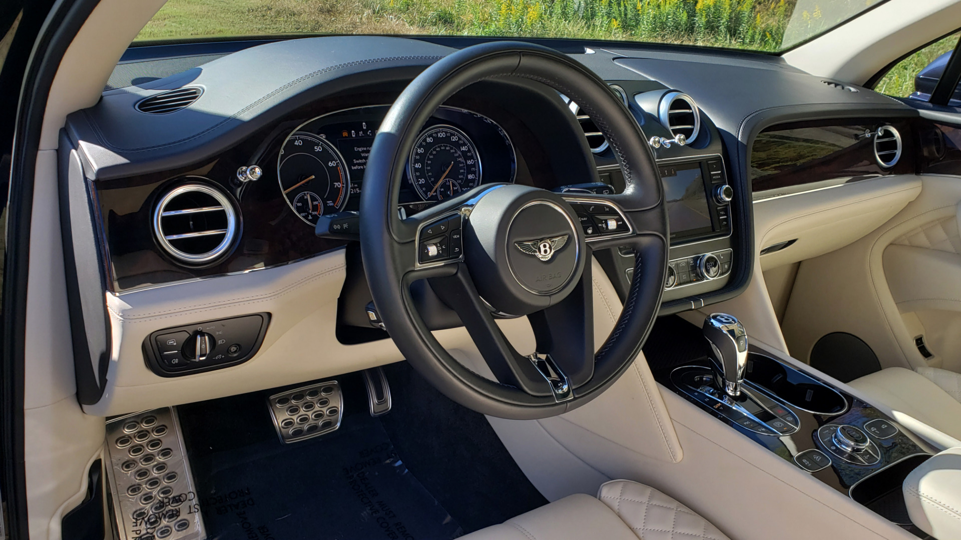 Used 2017 Bentley BENTAYGA W12 600HP / NAV / AWD / PANO-ROOF / BACK-UP CAMERA for sale $139,995 at Formula One Imports in Charlotte NC 28227 63