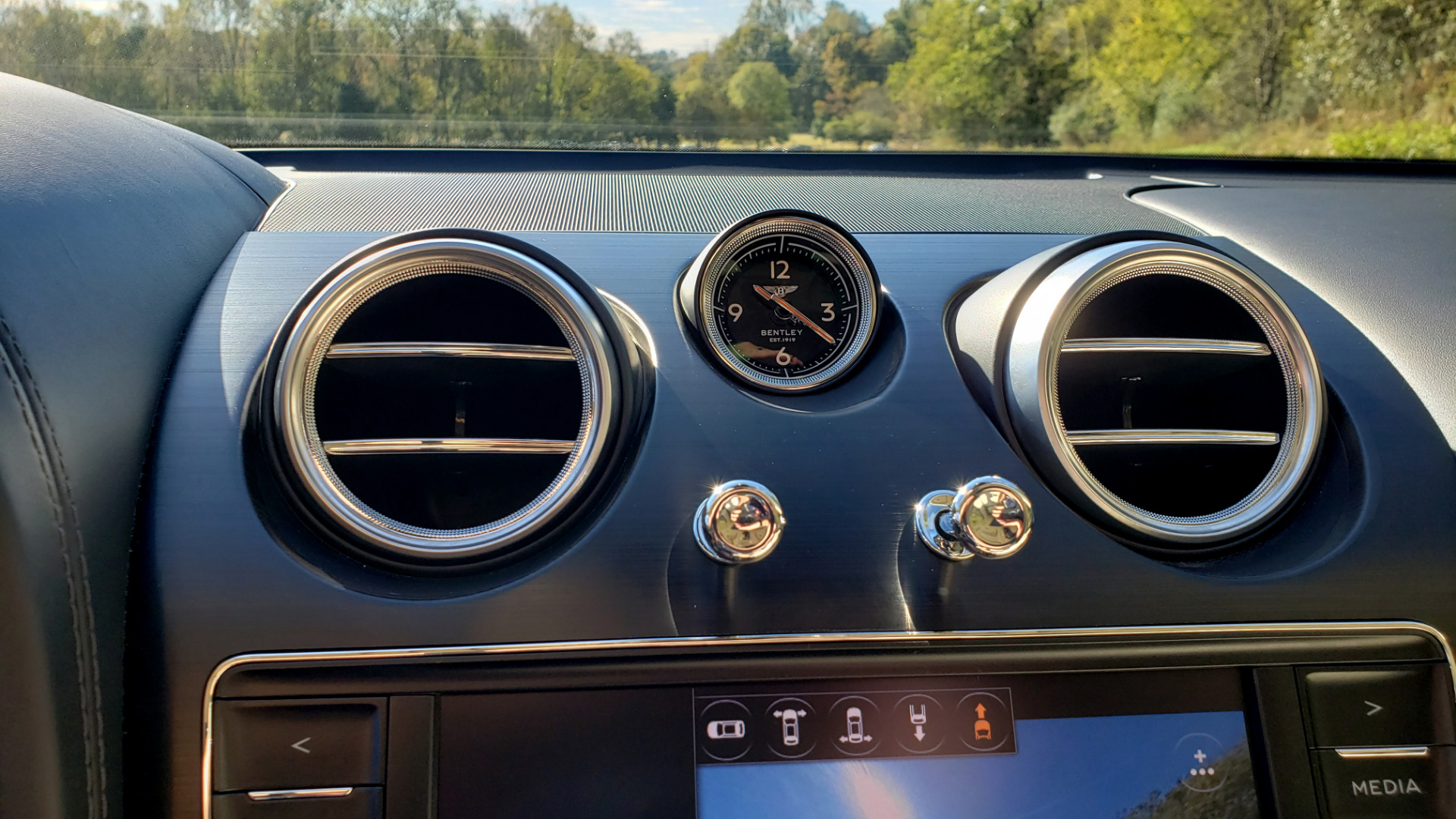 Used 2017 Bentley BENTAYGA W12 600HP / NAV / AWD / PANO-ROOF / BACK-UP CAMERA for sale $139,995 at Formula One Imports in Charlotte NC 28227 67