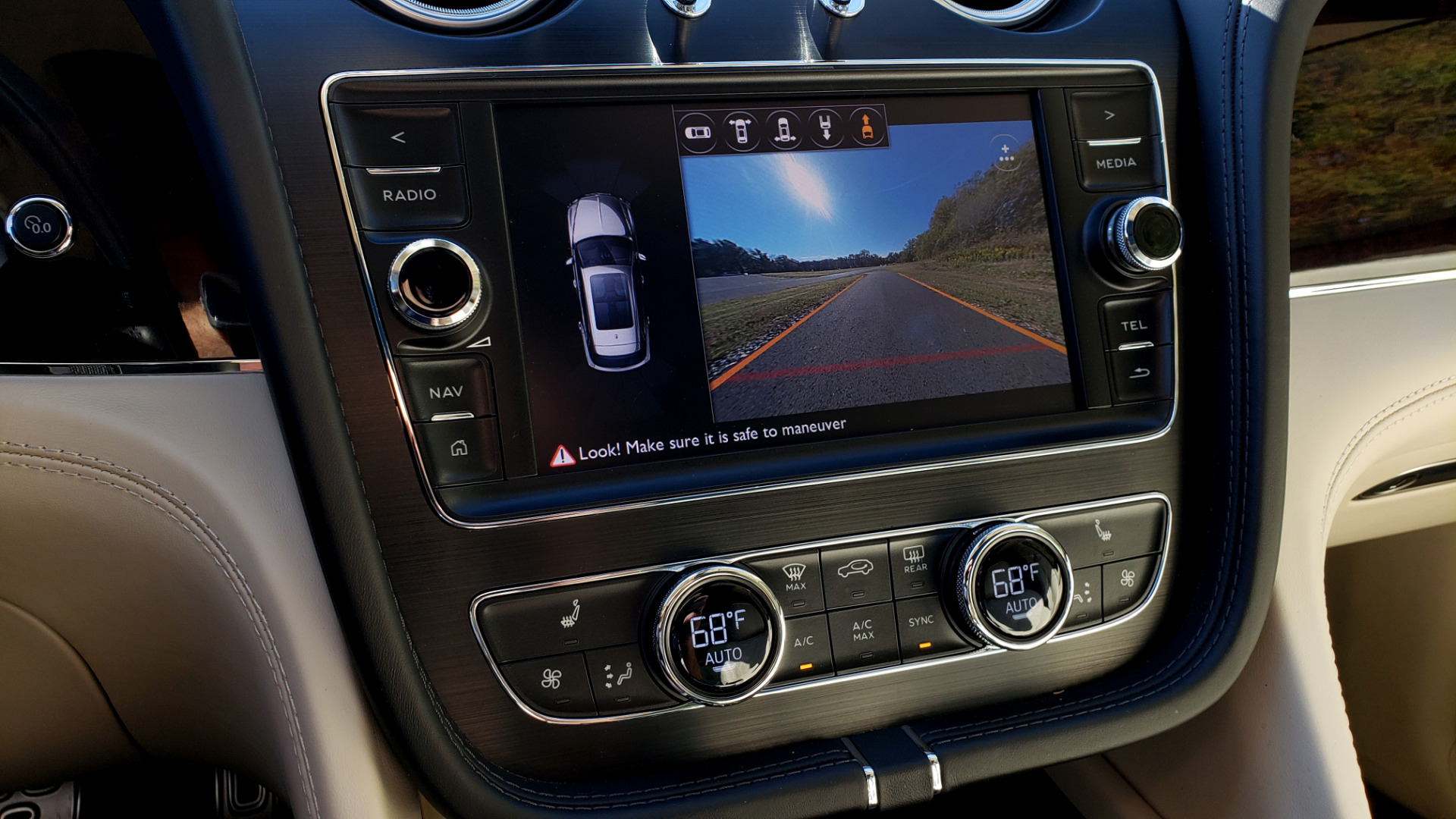 Used 2017 Bentley BENTAYGA W12 600HP / NAV / AWD / PANO-ROOF / BACK-UP CAMERA for sale $139,995 at Formula One Imports in Charlotte NC 28227 68