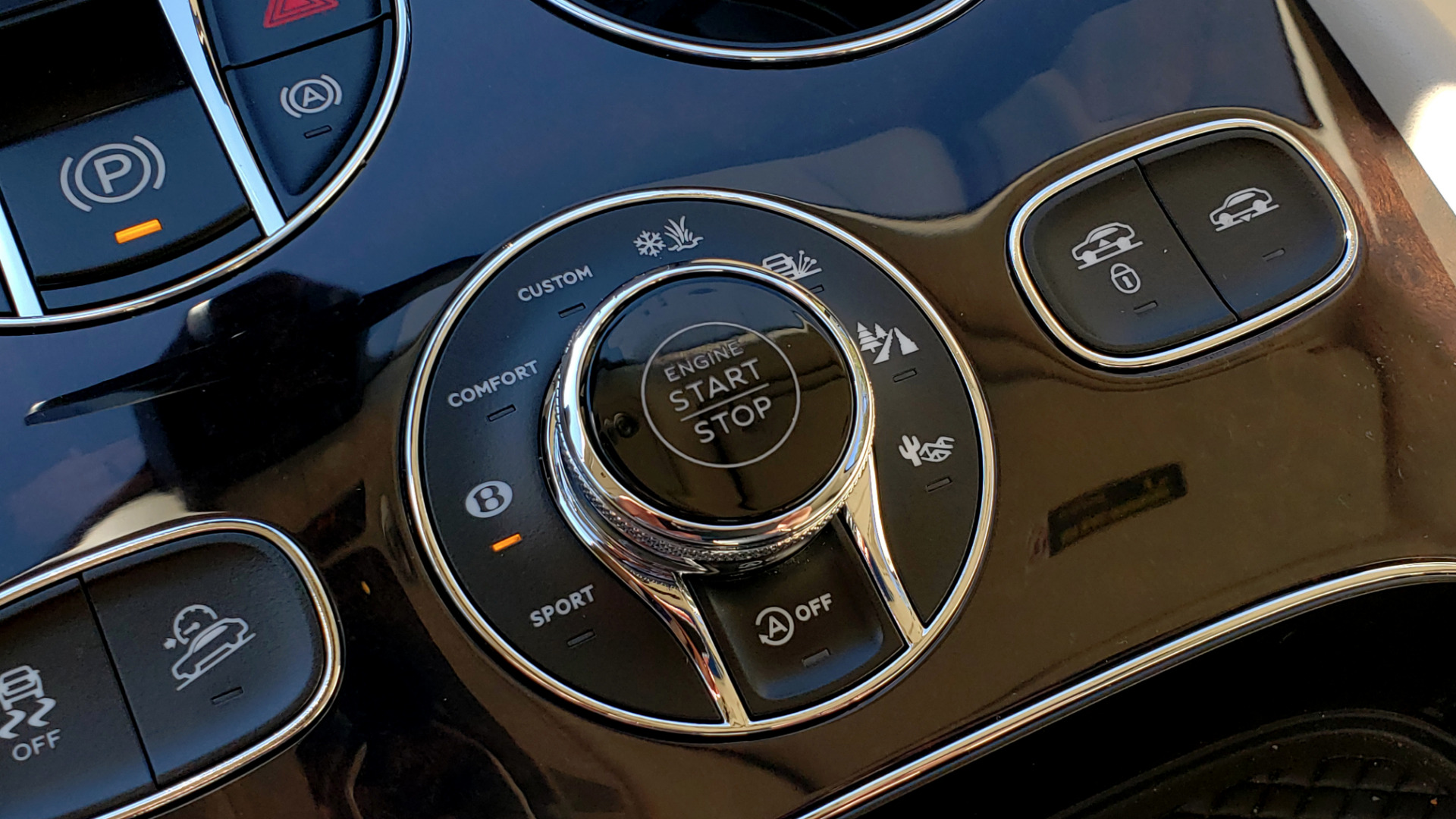 Used 2017 Bentley BENTAYGA W12 600HP / NAV / AWD / PANO-ROOF / BACK-UP CAMERA for sale $139,995 at Formula One Imports in Charlotte NC 28227 76