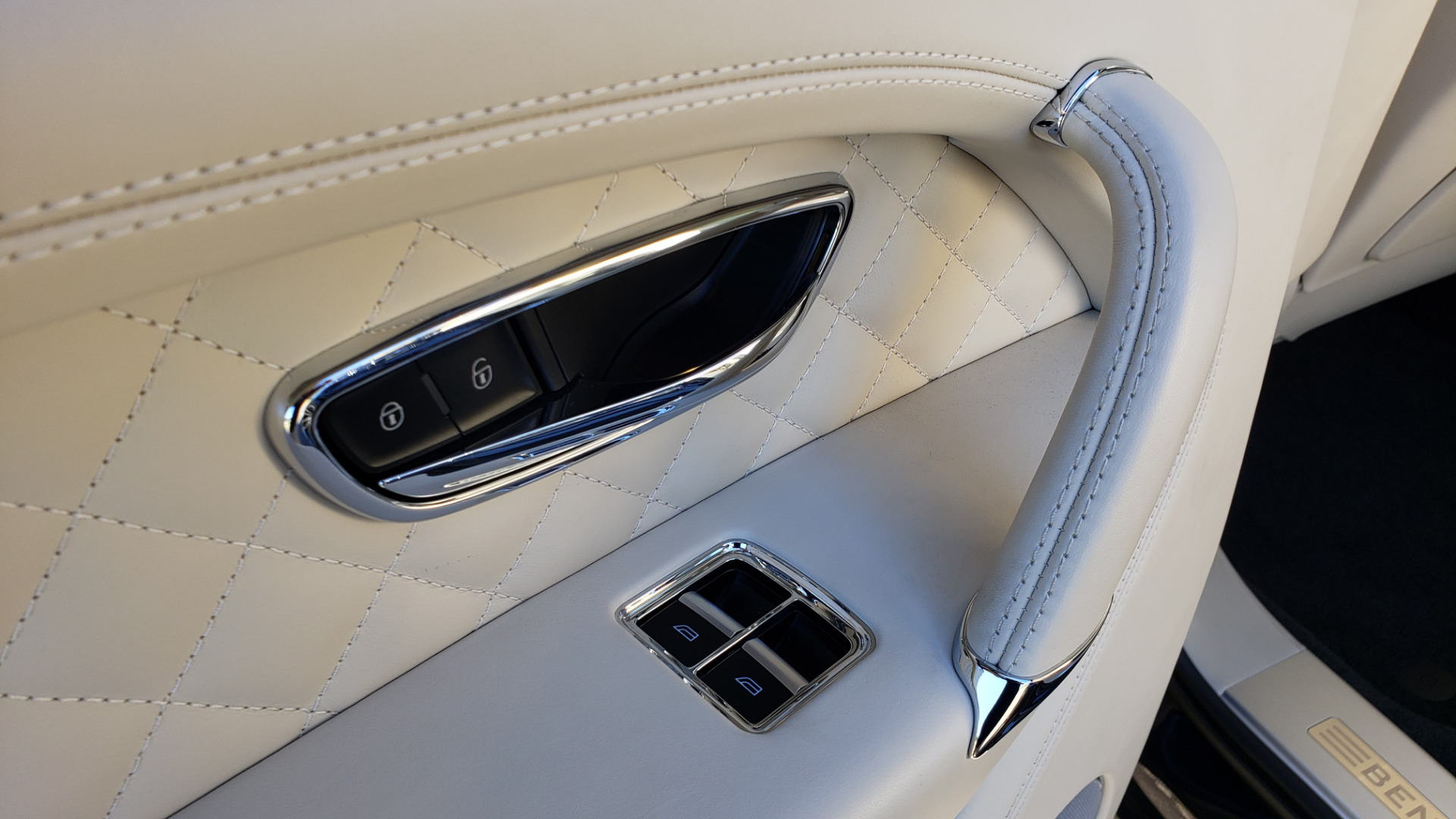 Used 2017 Bentley BENTAYGA W12 600HP / NAV / AWD / PANO-ROOF / BACK-UP CAMERA for sale $139,995 at Formula One Imports in Charlotte NC 28227 81