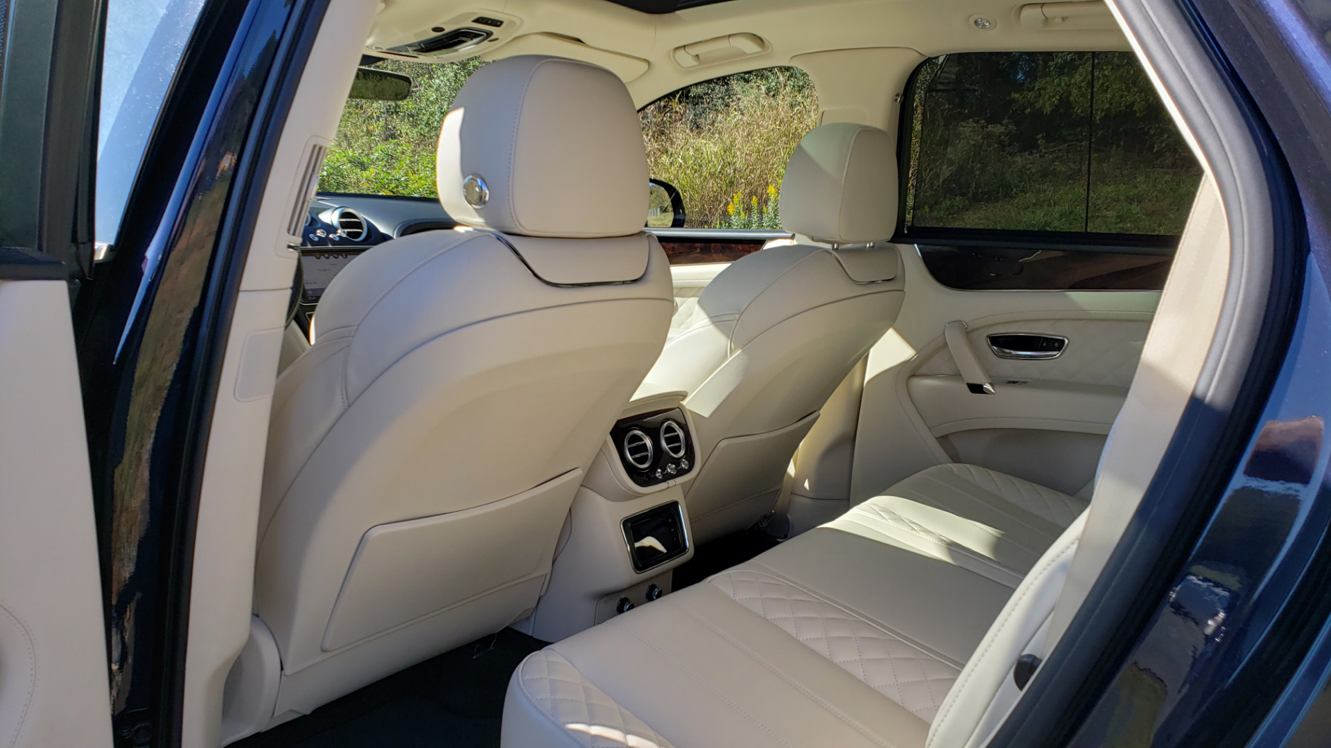 Used 2017 Bentley BENTAYGA W12 600HP / NAV / AWD / PANO-ROOF / BACK-UP CAMERA for sale $139,995 at Formula One Imports in Charlotte NC 28227 83
