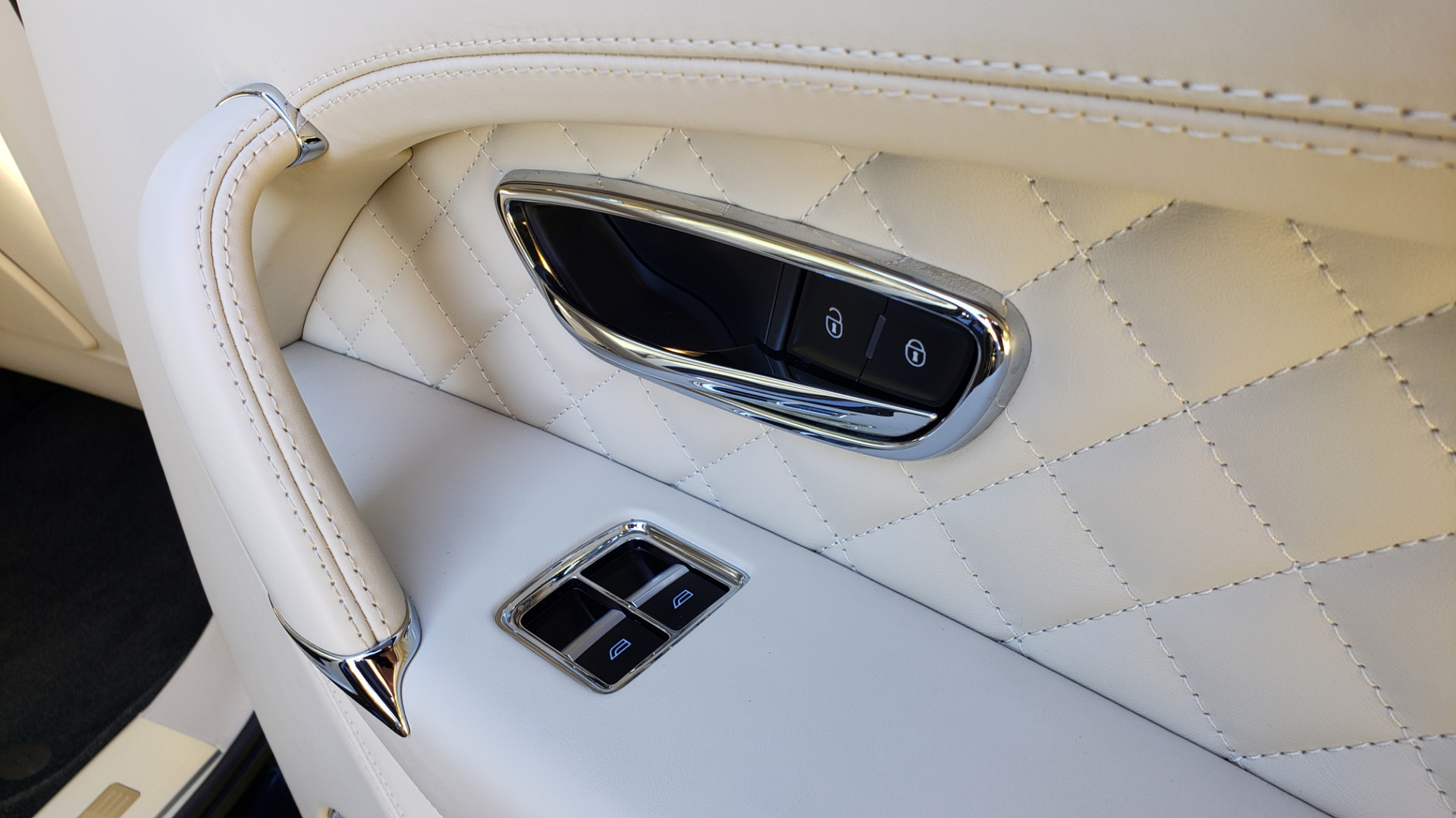 Used 2017 Bentley BENTAYGA W12 600HP / NAV / AWD / PANO-ROOF / BACK-UP CAMERA for sale $139,995 at Formula One Imports in Charlotte NC 28227 96