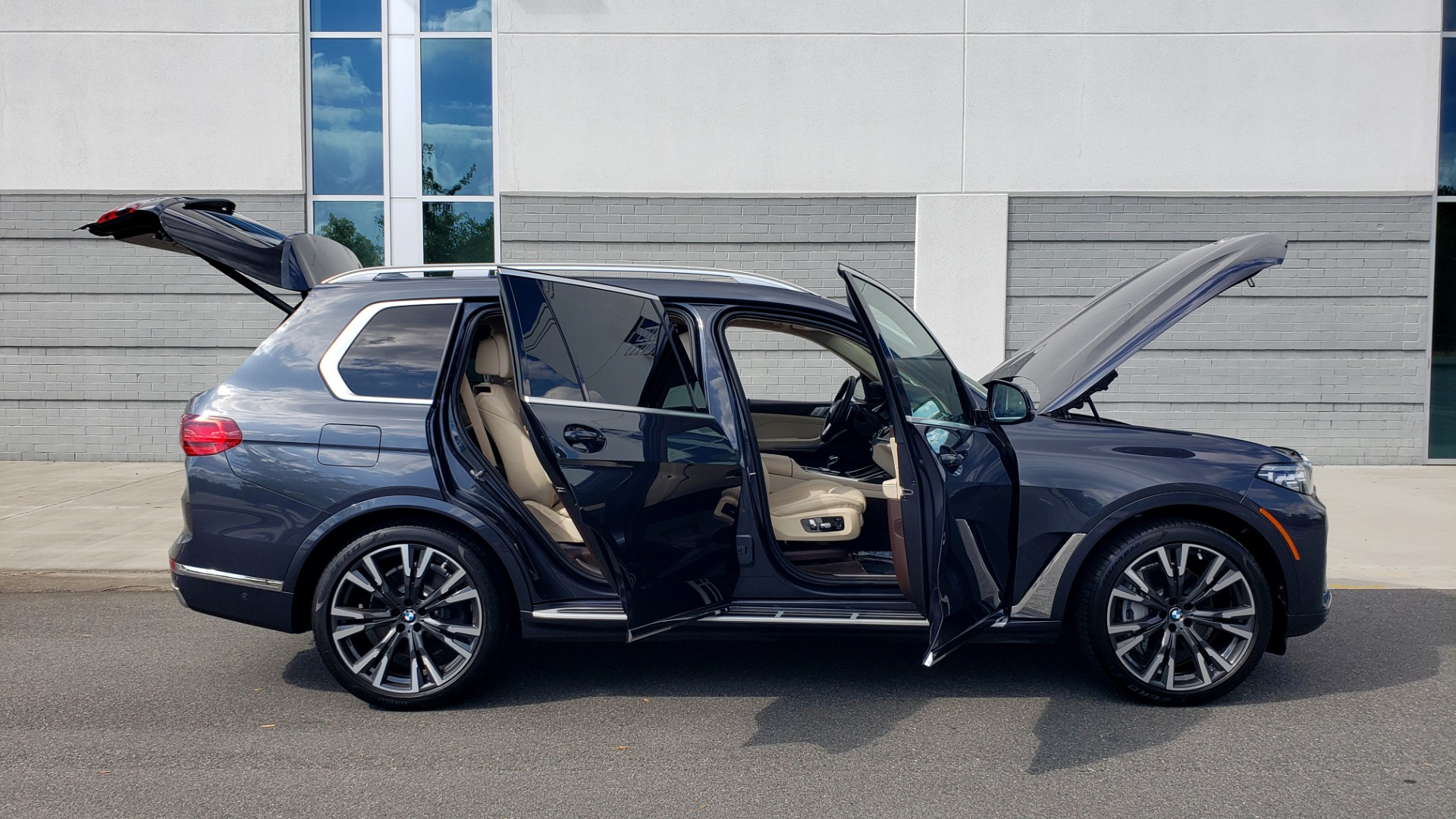 Used 2019 BMW X7 XDRIVE40I PREMIUM / LUXURY / COLD WEATHER / PARK ASST / PANORAMIC SKY / TOW for sale $75,999 at Formula Imports in Charlotte NC 28227 12