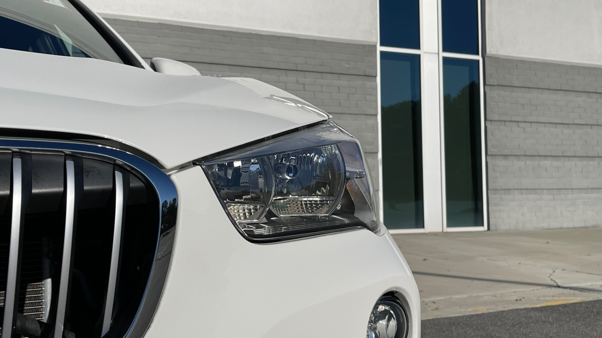 Used 2018 BMW X1 XDRIVE28I / CONV PKG / PANO-ROOF / PARK ASST / REARVIEW for sale $31,995 at Formula Imports in Charlotte NC 28227 13