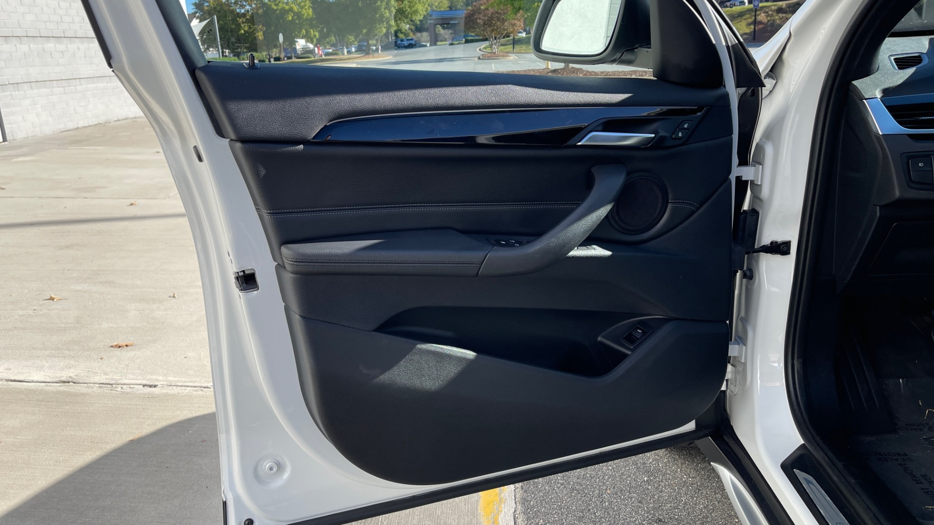 Used 2018 BMW X1 XDRIVE28I / CONV PKG / PANO-ROOF / PARK ASST / REARVIEW for sale $31,995 at Formula Imports in Charlotte NC 28227 24