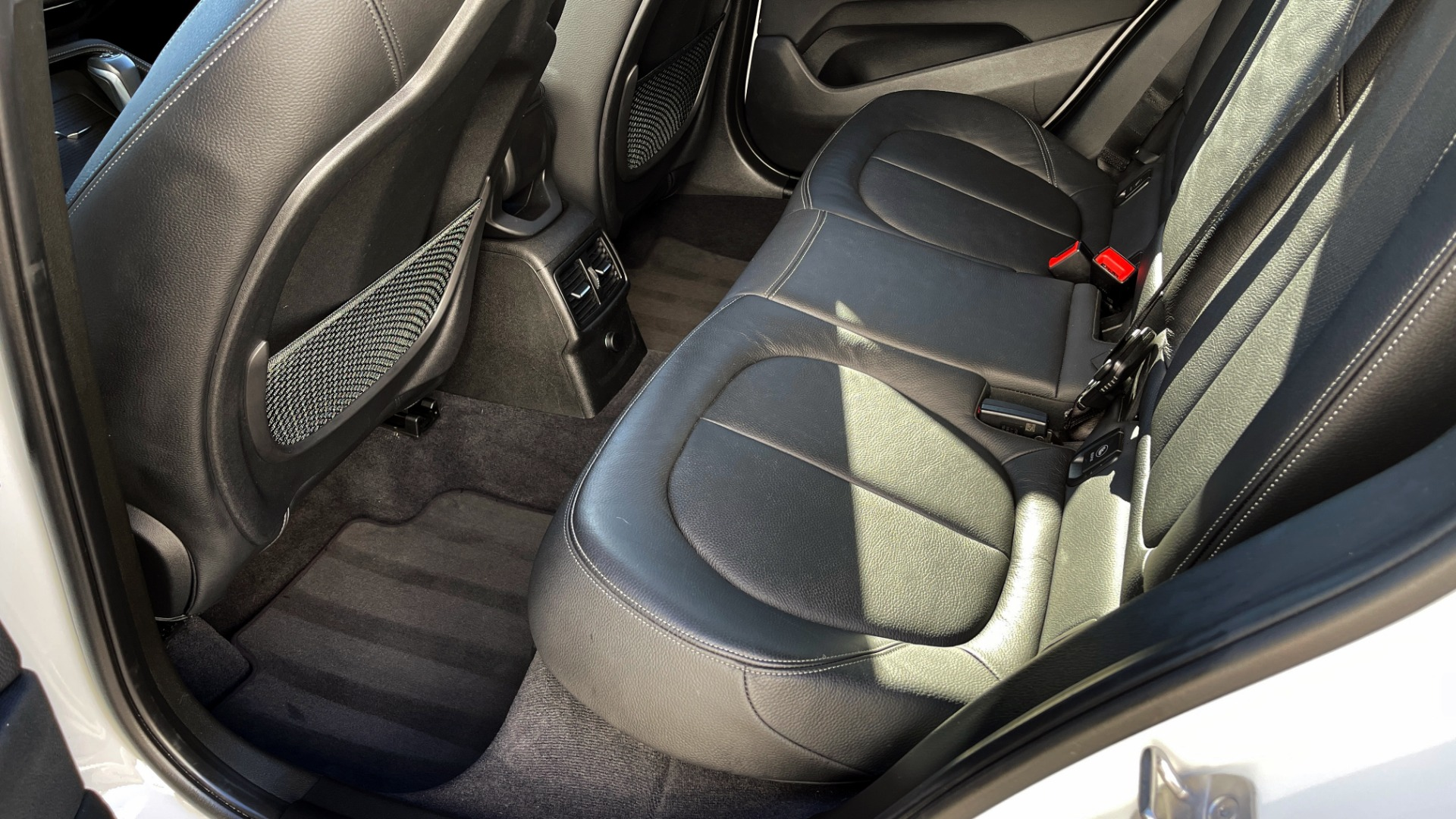 Used 2018 BMW X1 XDRIVE28I / CONV PKG / PANO-ROOF / PARK ASST / REARVIEW for sale $31,995 at Formula Imports in Charlotte NC 28227 44