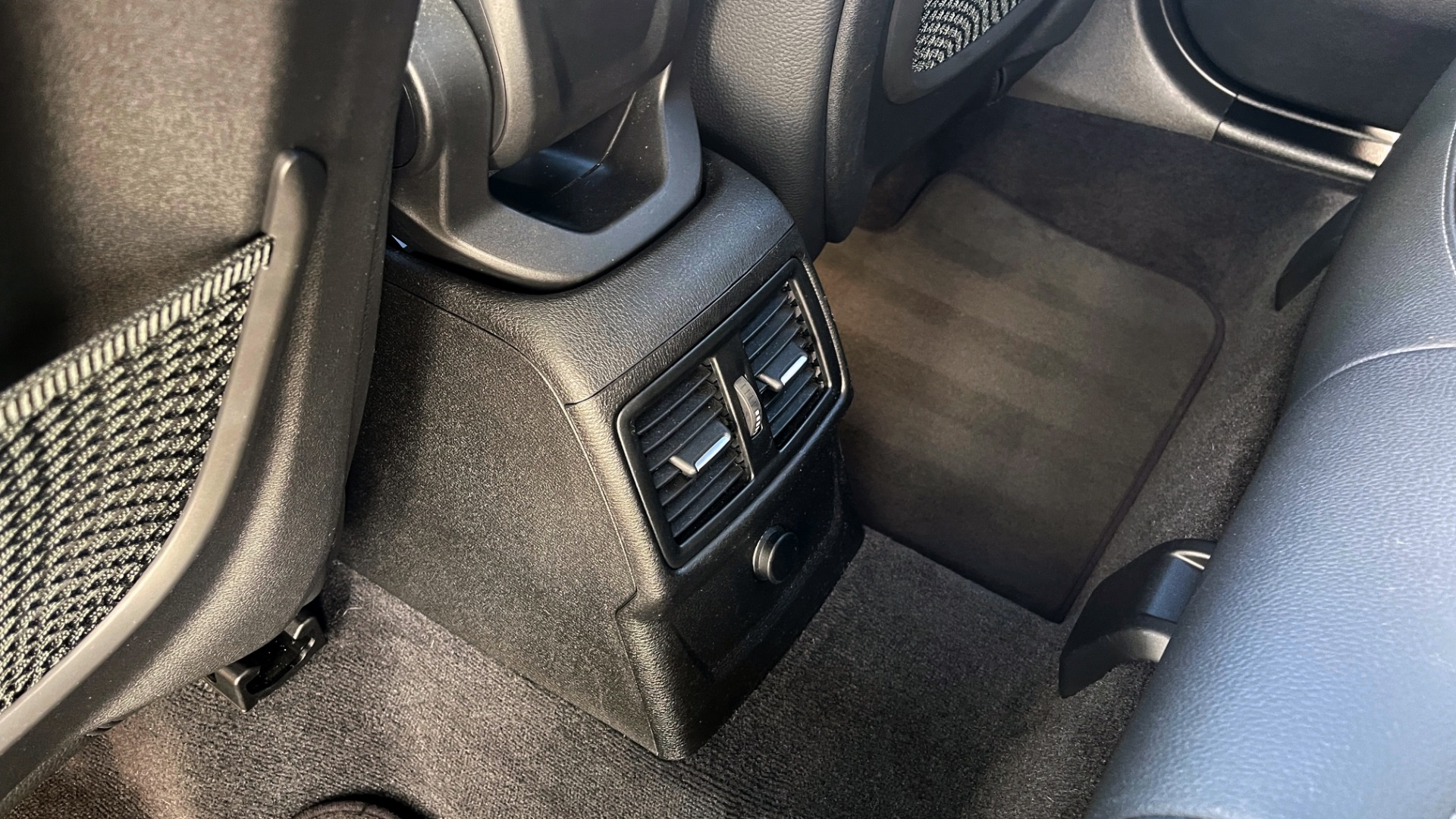 Used 2018 BMW X1 XDRIVE28I / CONV PKG / PANO-ROOF / PARK ASST / REARVIEW for sale $31,995 at Formula Imports in Charlotte NC 28227 47
