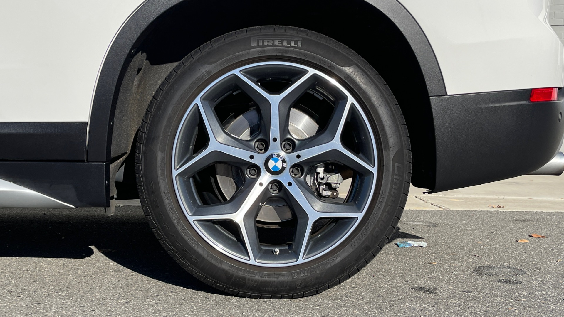 Used 2018 BMW X1 XDRIVE28I / CONV PKG / PANO-ROOF / PARK ASST / REARVIEW for sale $31,995 at Formula Imports in Charlotte NC 28227 59