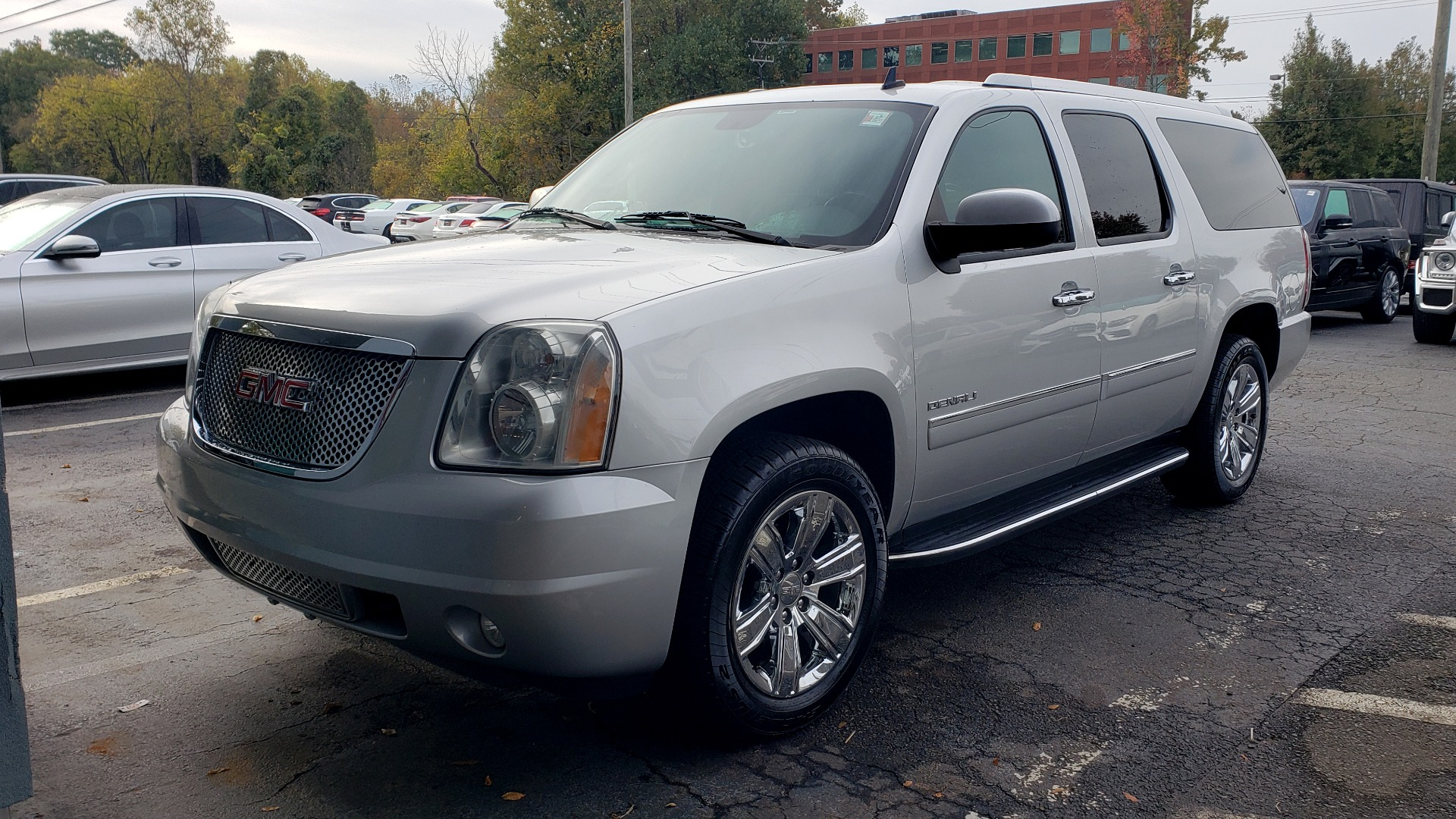 Used 2014 GMC YUKON XL DENALI / 5.3L V8 / AWD / NAV / BOSE / SUNROOF / 3-ROW / REARVIEW for sale $24,995 at Formula Imports in Charlotte NC 28227 1