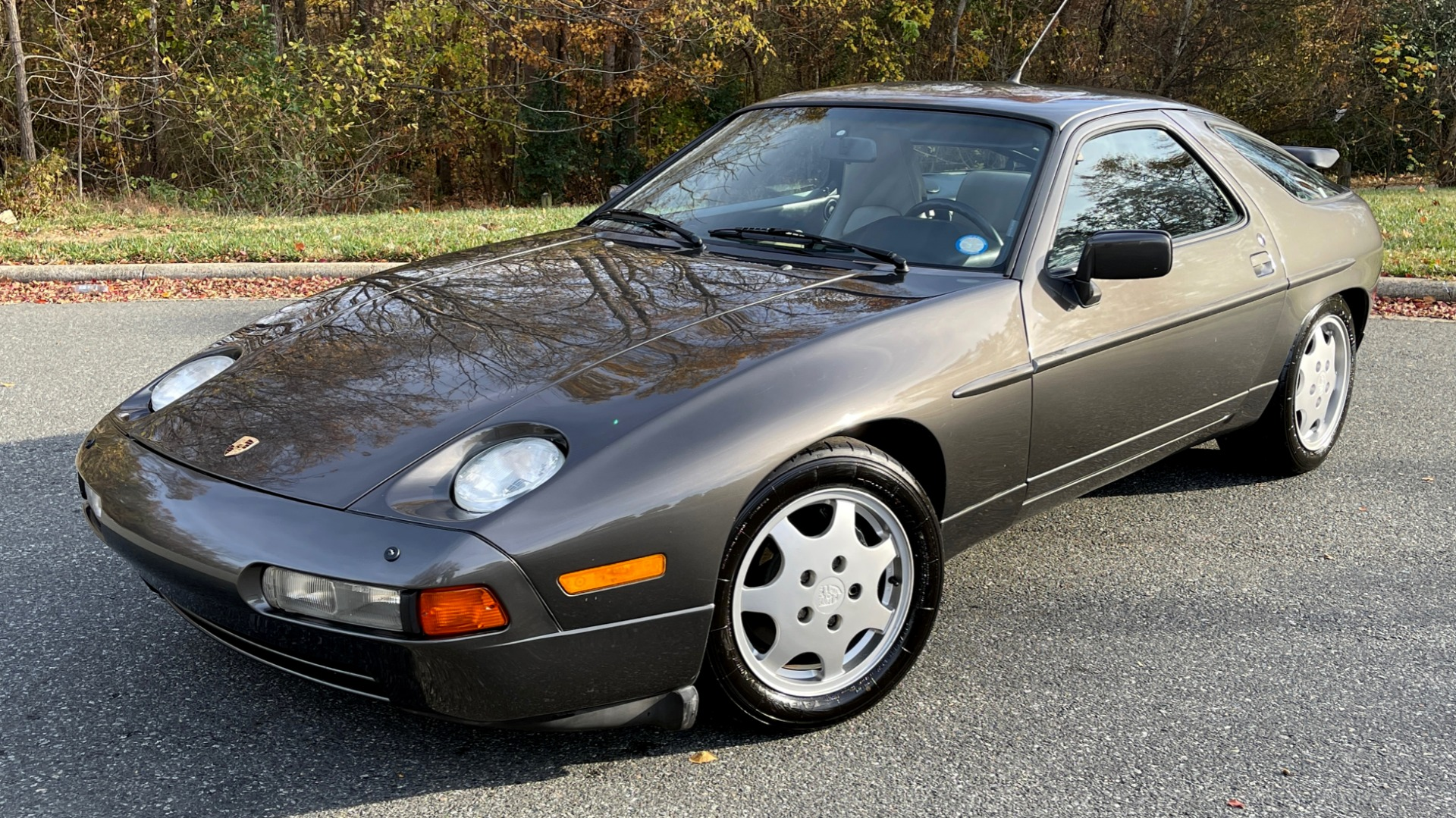 Used 1990 Porsche 928 GT COUPE / 5.0L V8 / 5-SPD MANUAL / LOW MILES for sale $43,999 at Formula Imports in Charlotte NC 28227 2